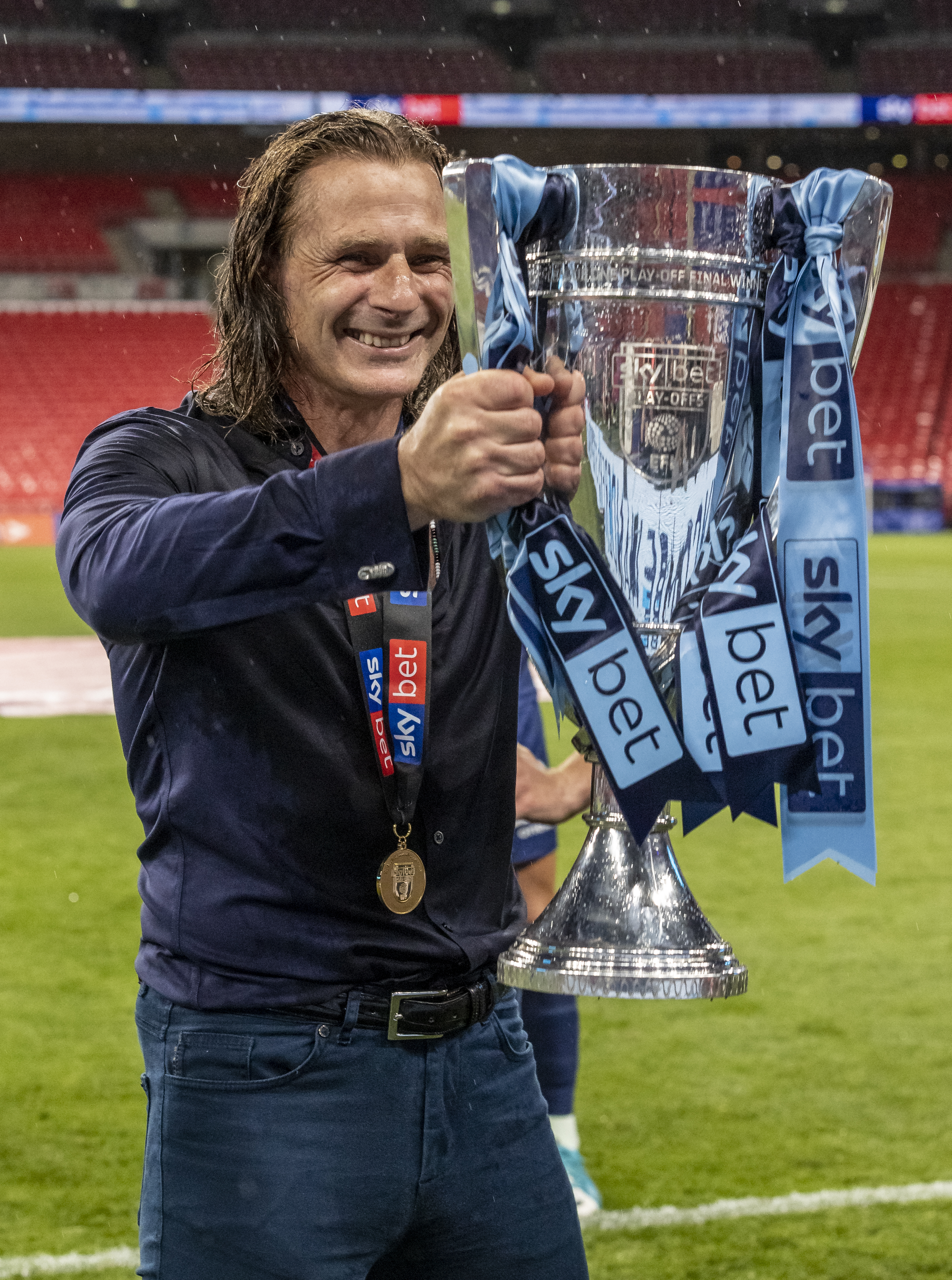 LONDON, ENGLAND - JULY 13: Wycombe Wanderers' manager Gareth Ainsworth holds the trophy during the Sky Bet League One Play Off Final between Oxford United and Wycombe Wanderers at Wembley Stadium on July 13, 2020 in London, England. (Photo by Andrew Kearns - CameraSport via Getty Images)