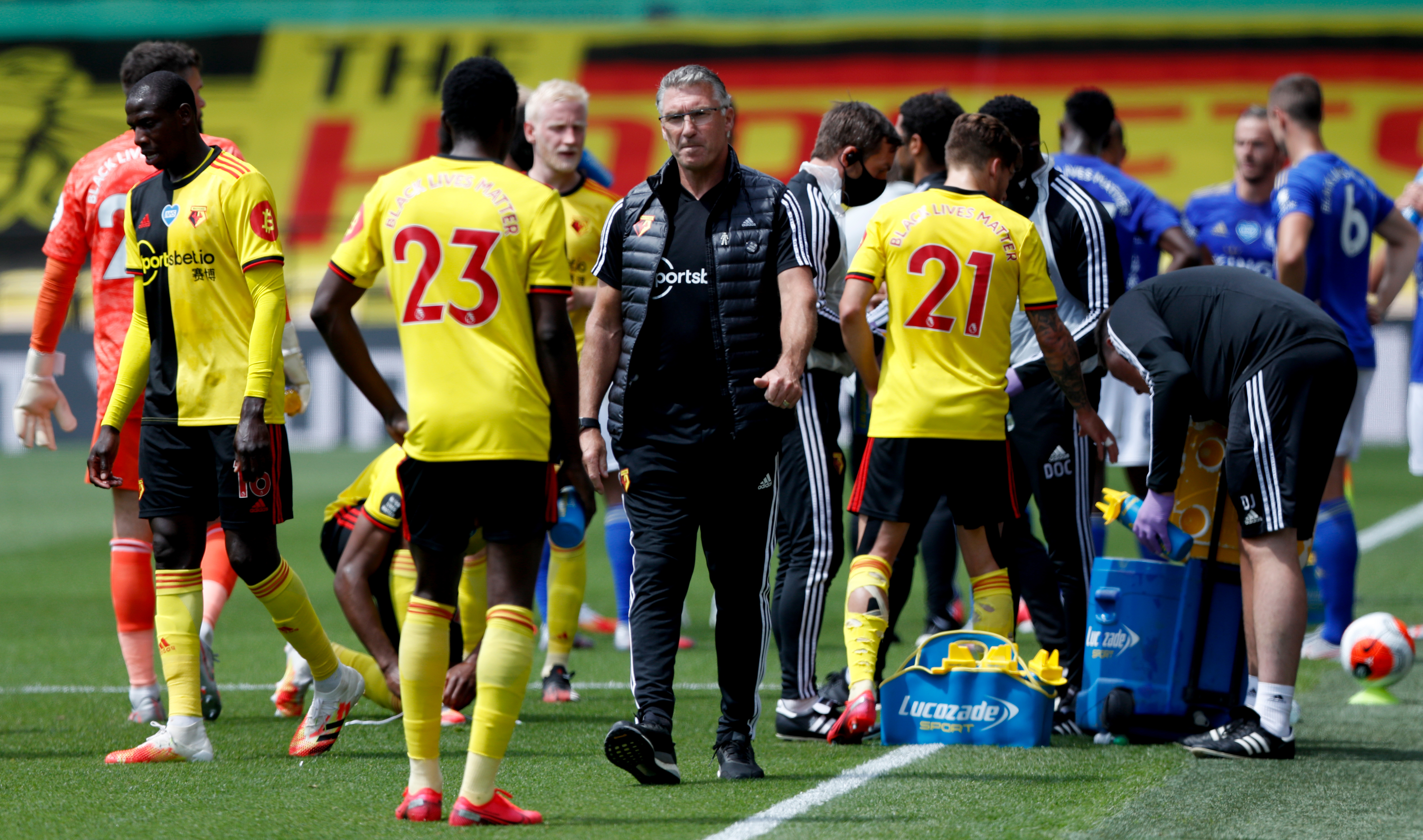 Watford manager Nigel Pearson talks to Ismaila Sarr (23) during the drinks break during the Premier League match at Vicarage Road, London.