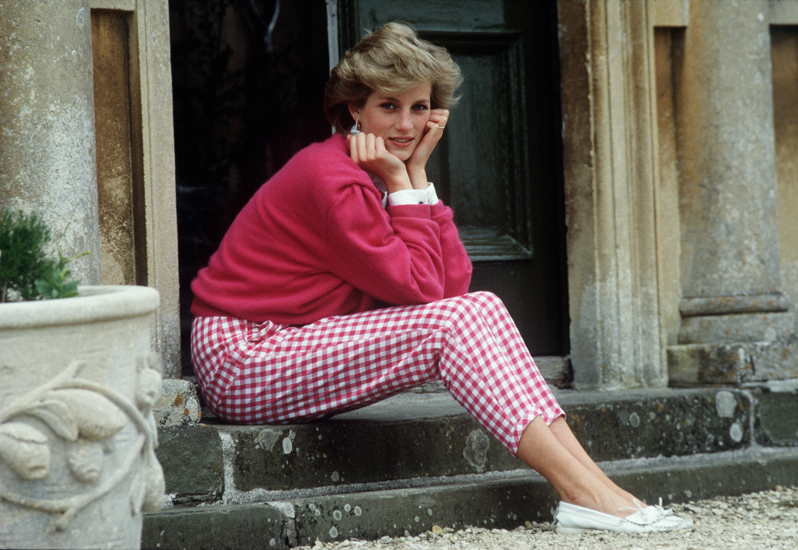 TETBURY, UNITED KINGDOM - JULY 18:  Princess Diana Resting Her Head In Her Hands Whilst Sitting On The Steps Of Her Home At Highgrove, Gloucestershire.  (Photo by Tim Graham Photo Library via Getty Images)