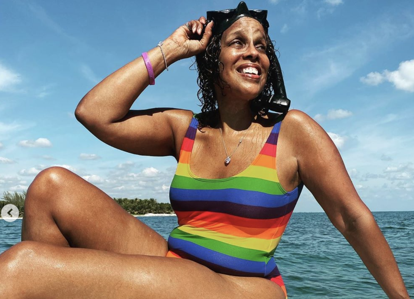 Gayle King 64 Shows Off Her Curves In Swimsuit Photos No Photoshopping Allowed