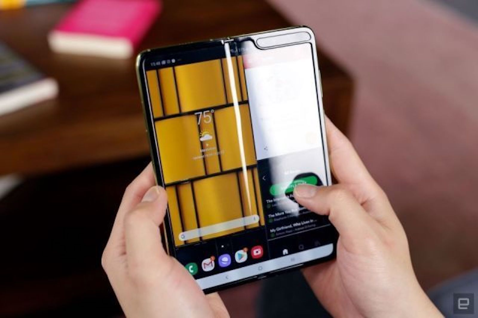Photo of Is Galaxy Fold Lite (tentative) preparing for about 120,000 yen? 5G / Low cost version of storage reduction?-Engadget Japan version