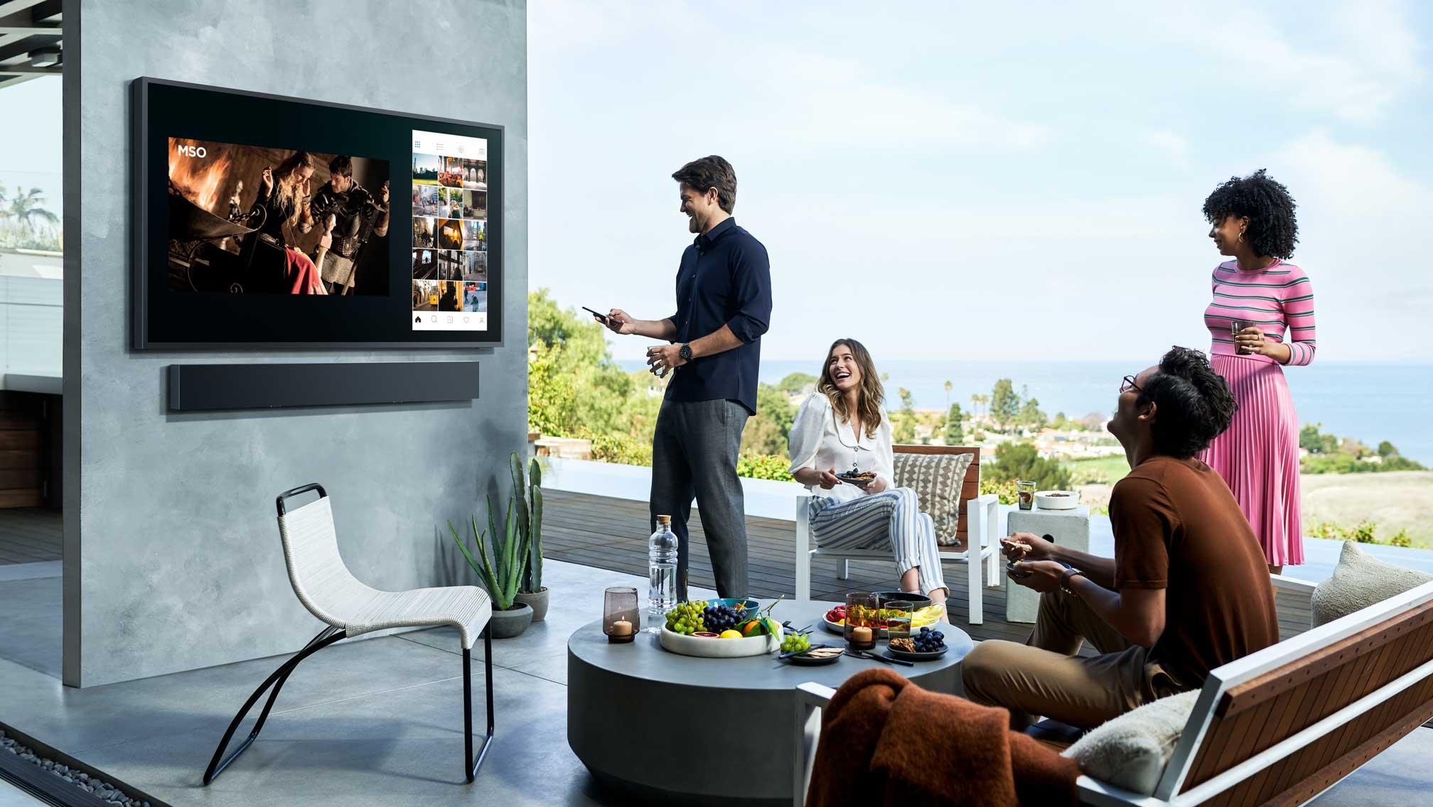 Samsung, 2.000 nit dış mekan QLED TV'si ile doğanın tadını çıkarmanızı sağlıyor | Engadget