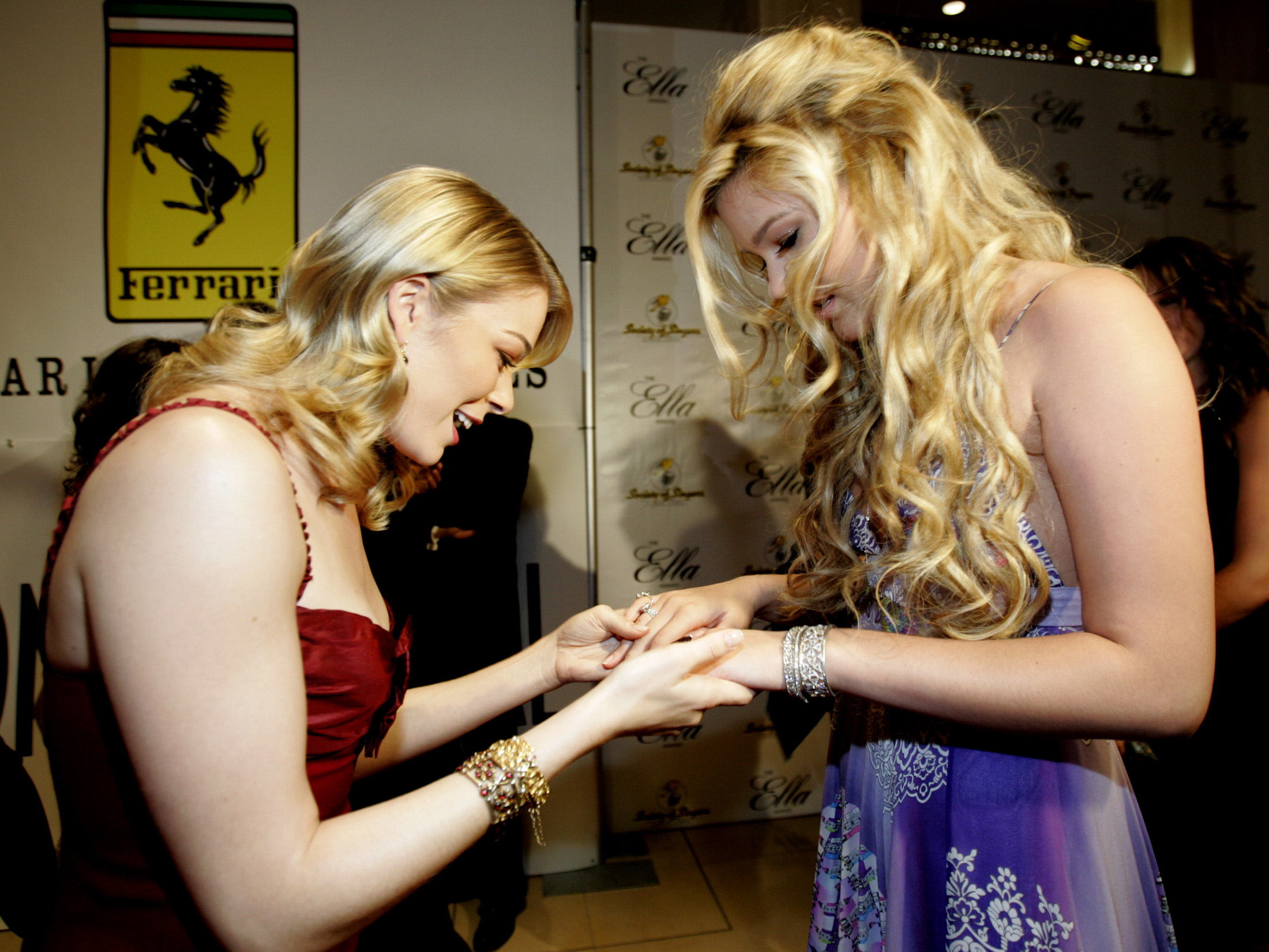 Music recording artists LeAnn Rimes (L) and Joss Stone look at each other's rings as they arrive at the 14th annual Ella awards at the Beverly Hilton hotel in Beverly Hills on October 10, 2005. The Ella award is given out by the Society of Singers (SOS), a nonprofit organization that offers comprehensive services to meet the emergency financial needs of professional singers worldwide. REUTERS/Mario Anzuoni