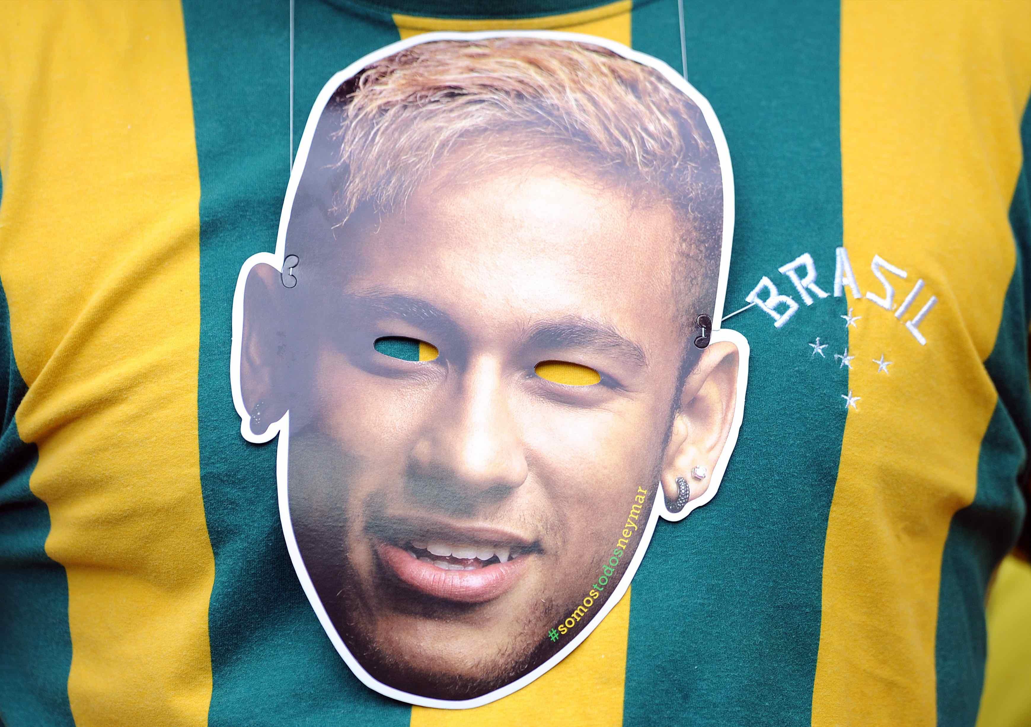 Foto da máscara de Neymar na Copa de 2014
