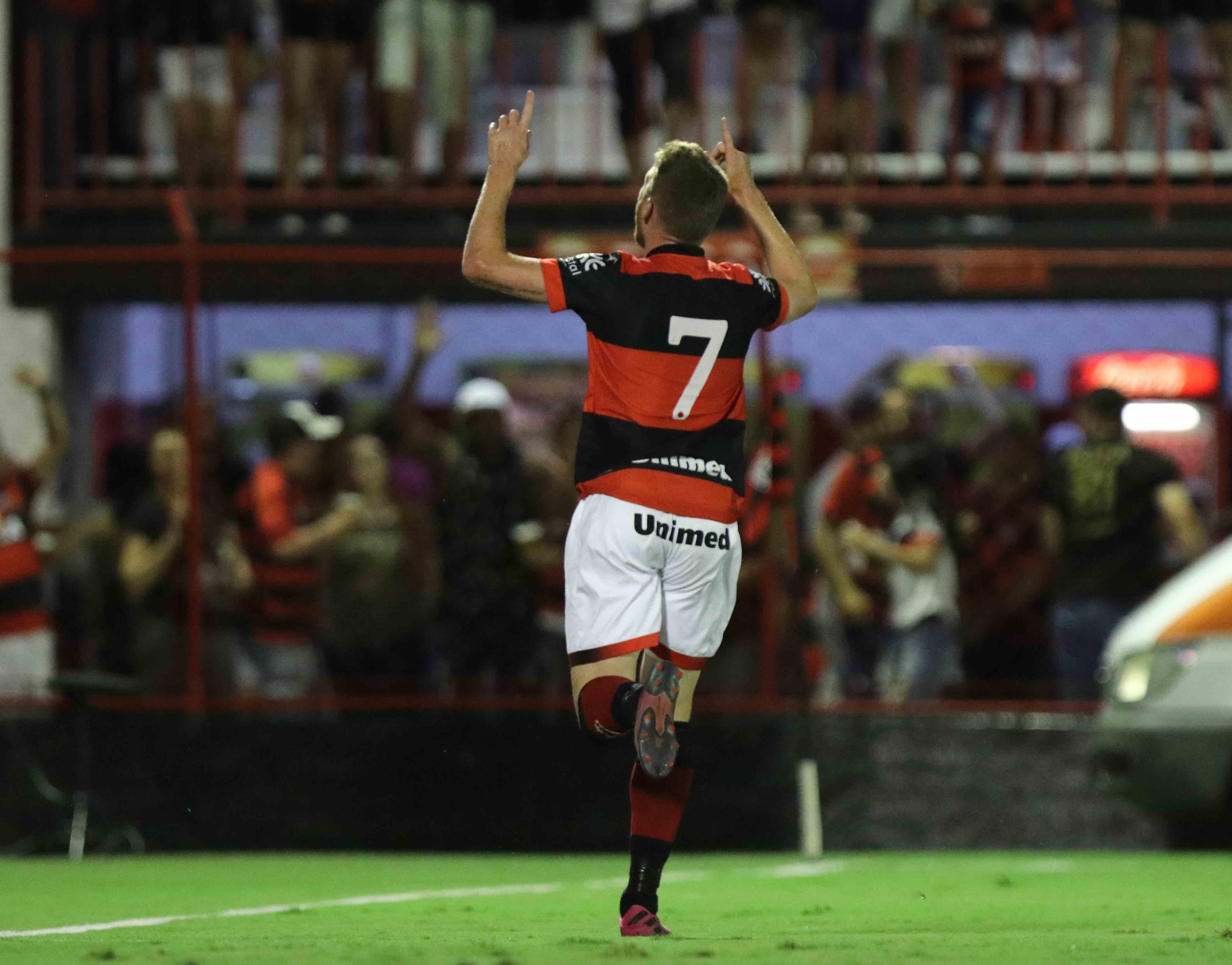 Foto da torcida do Atlético-GO