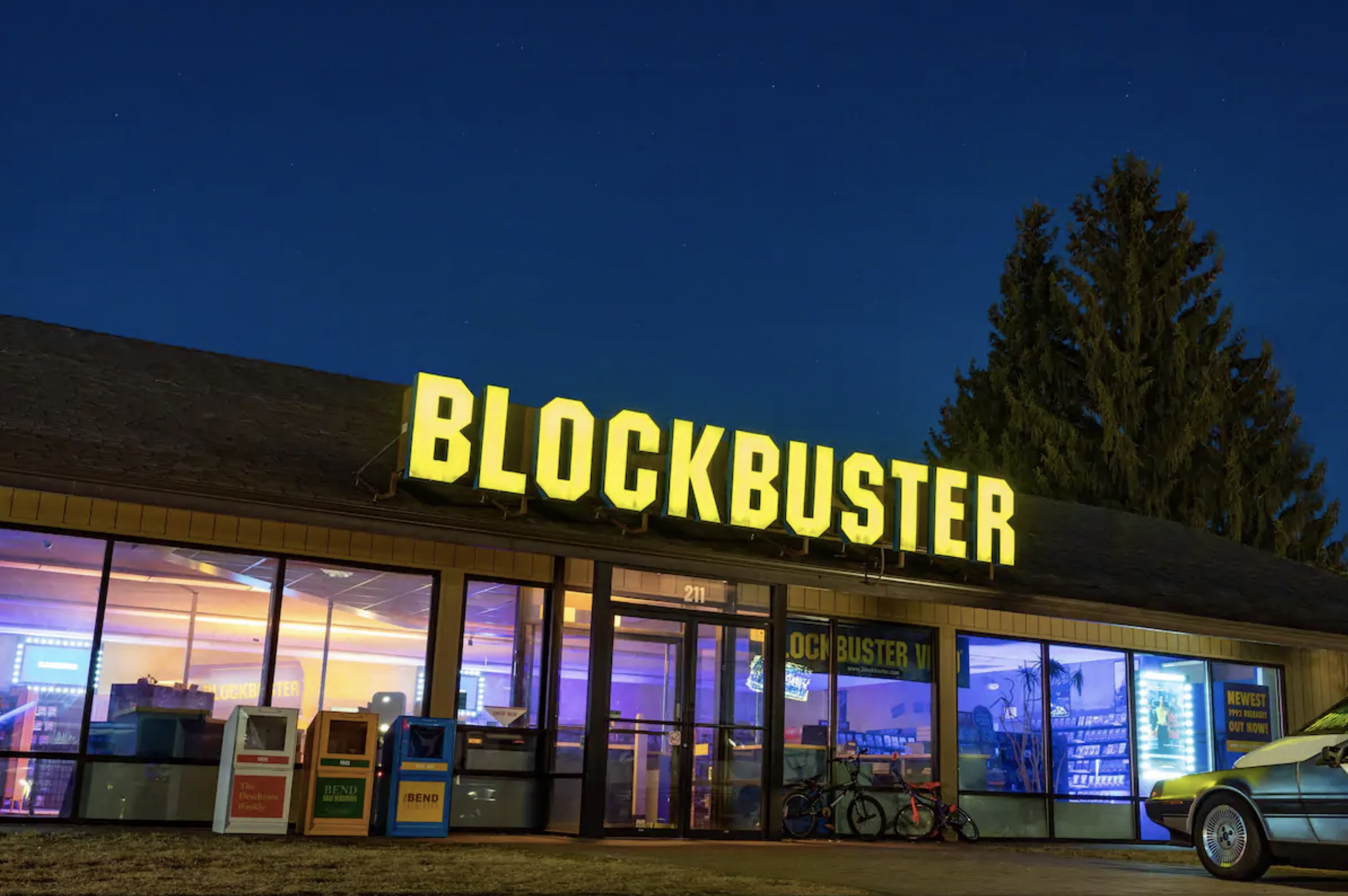 Airbnb Turns World S Last Blockbuster Store Into A 90s Getaway