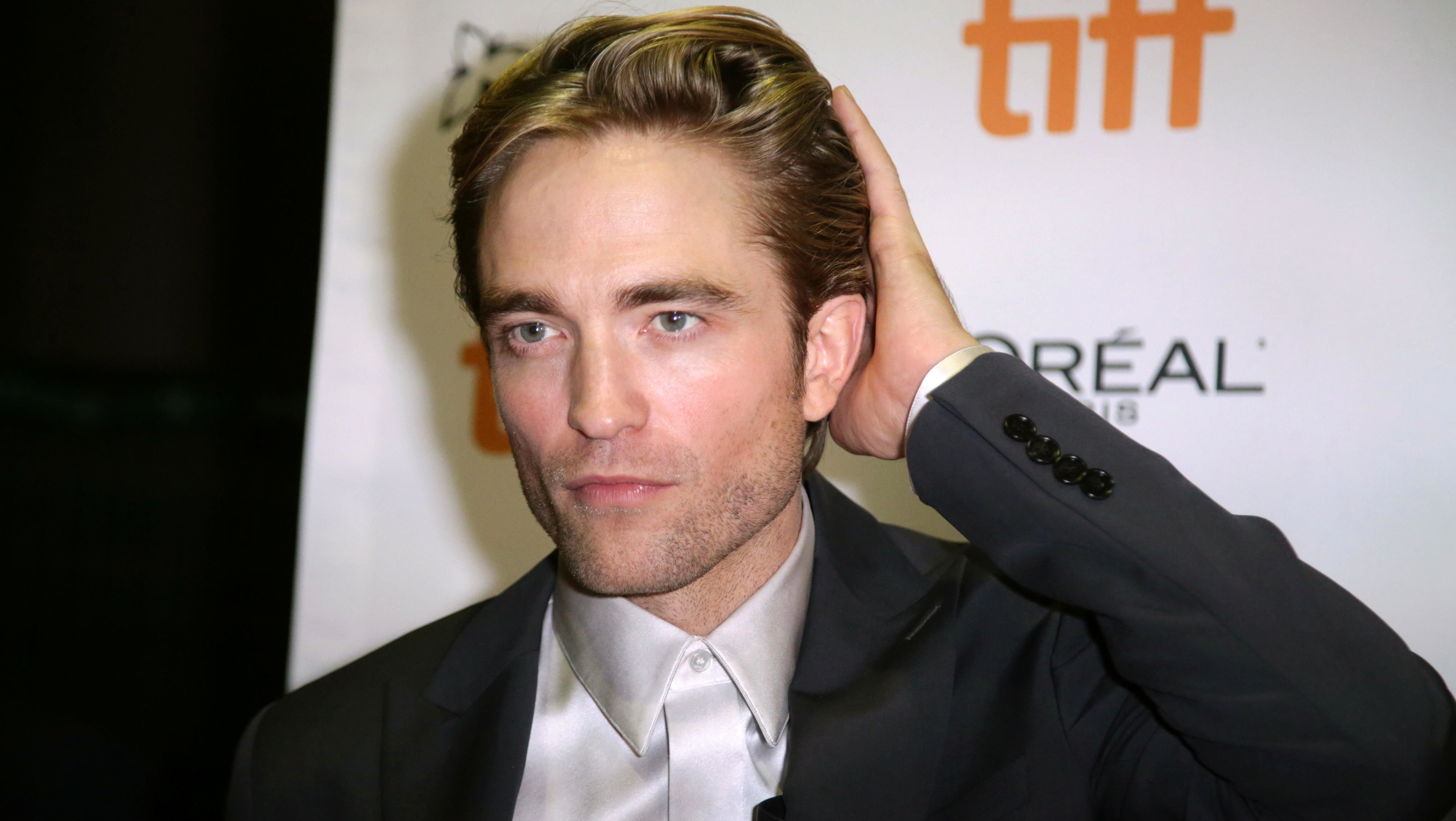 Warner Bros Halts The Batman Production After Robert Pattinson Tests Positive For Covid 19