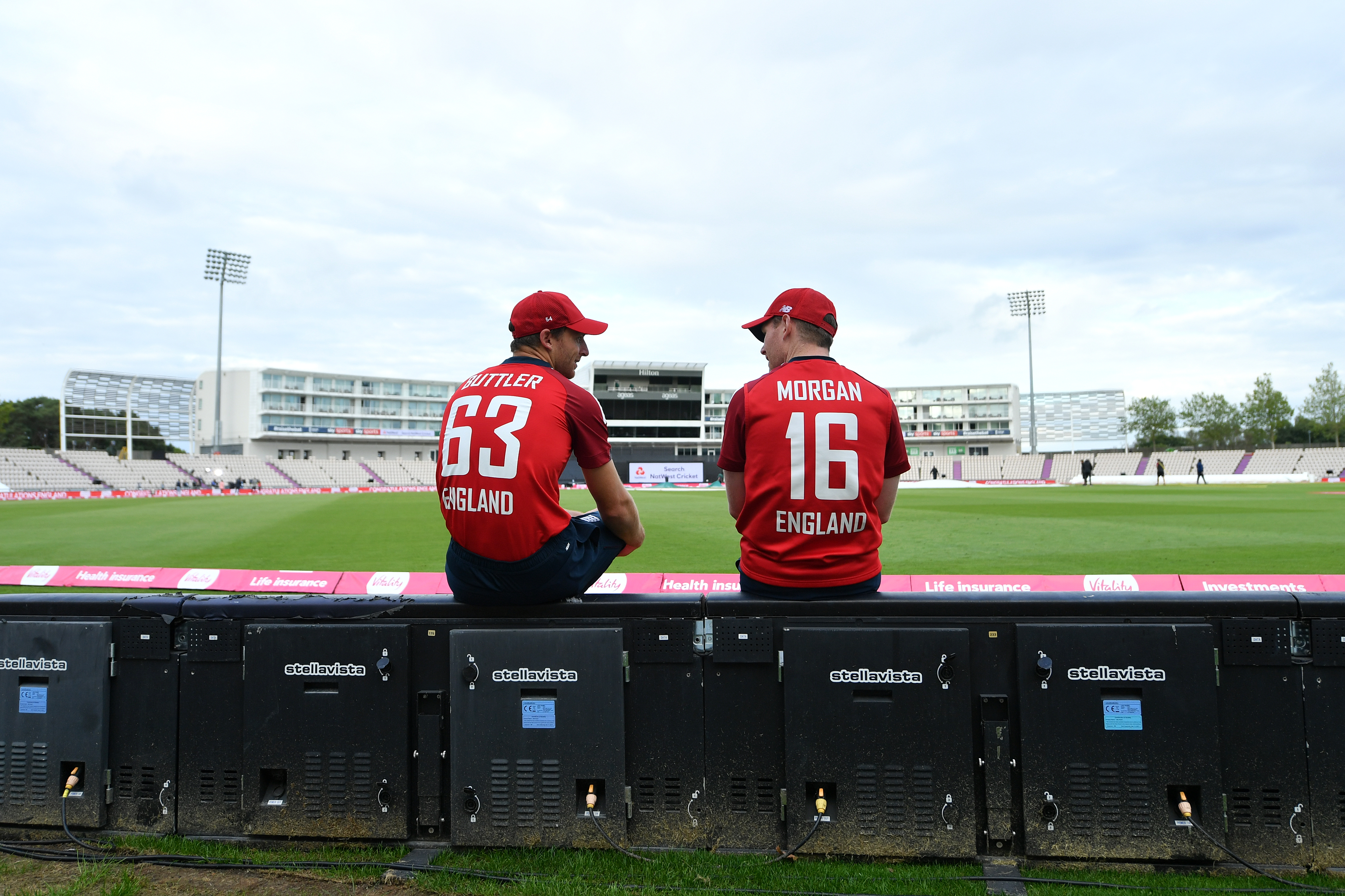 SOUTHAMPTON, ENGLAND - SEPTEMBER 06: Jos Buttler and Eoin Morgan of England talk following their victory during the second Vitality International Twenty20 match between England and Australia at The Ageas Bowl on September 06, 2020 in Southampton, England. (Photo by Dan Mullan/Getty Images)