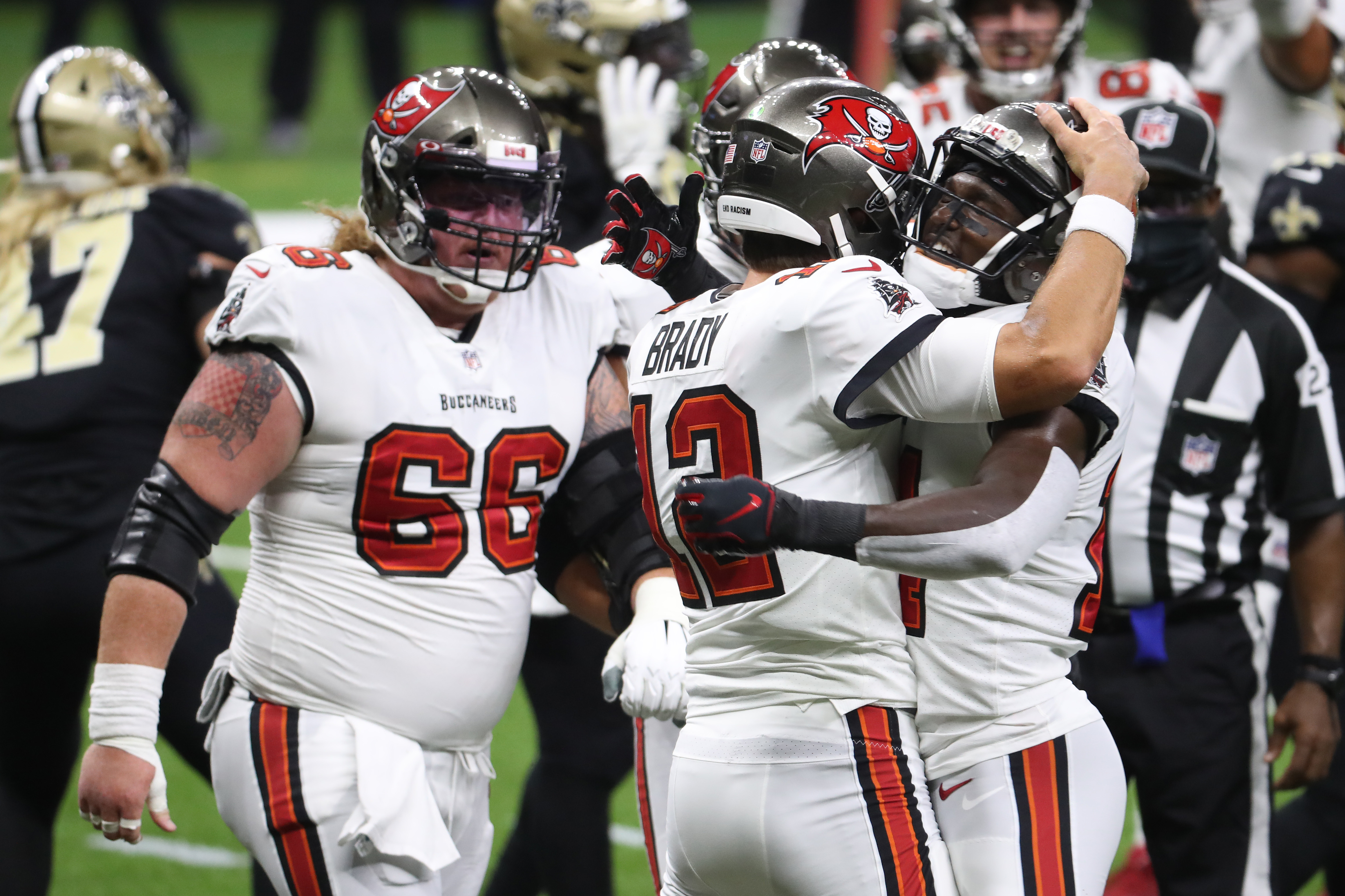 NEW ORLEANS, LOUISIANA - SEPTEMBER 13: Tom Brady #12 of the Tampa Bay Buccaneers celebrates a touchdown run with teammates against the New Orleans Saints during the first quarter at Mercedes-Benz Superdome on September 13, 2020 in New Orleans, Louisiana. (Photo by Chris Graythen/Getty Images)