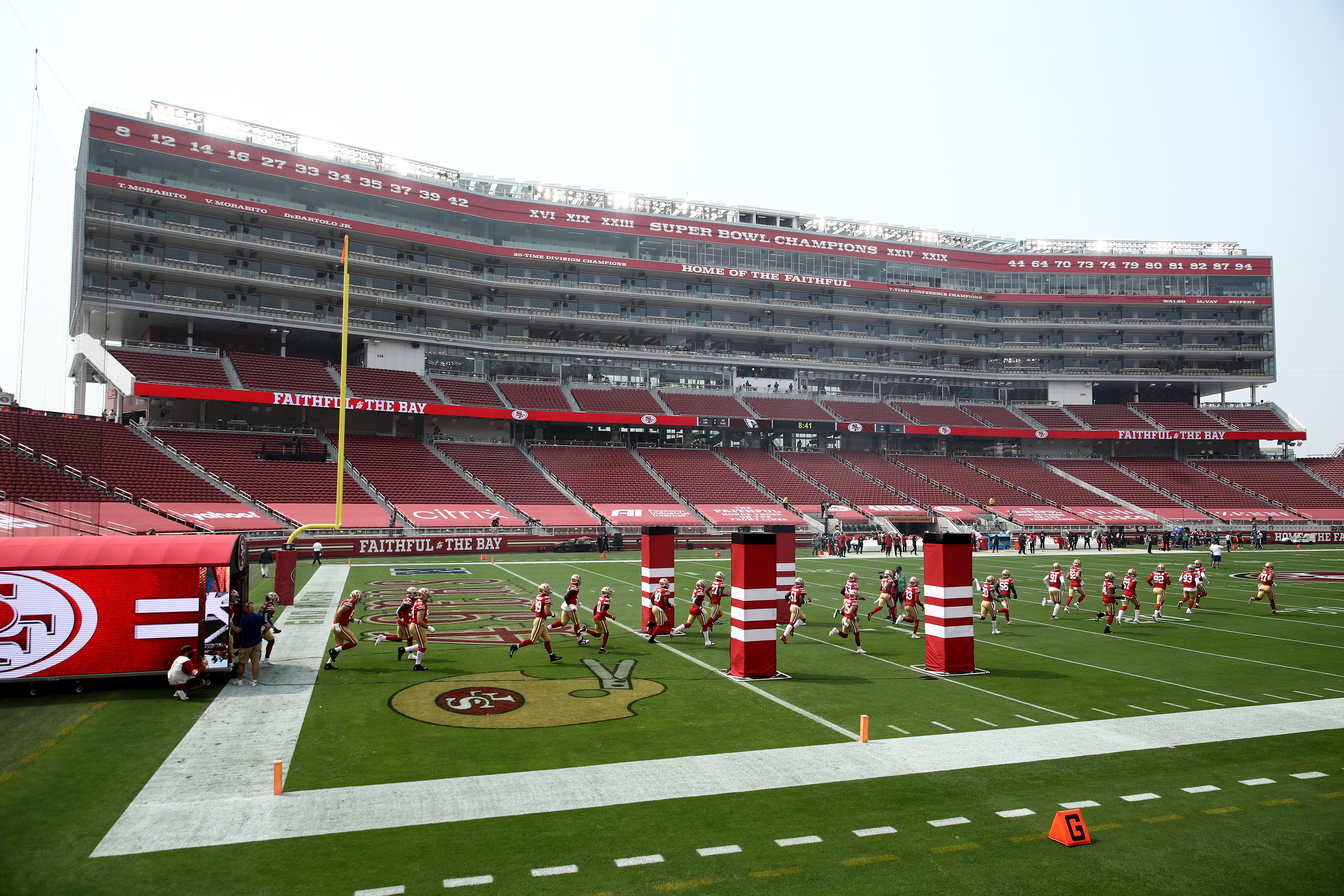 SANTA CLARA, CALIFORNIA - SEPTEMBER 13: The San Francisco 49ers run onto the field for their game against the Arizona Cardinals at Levi's Stadium on September 13, 2020 in Santa Clara, California. (Photo by Ezra Shaw/Getty Images)