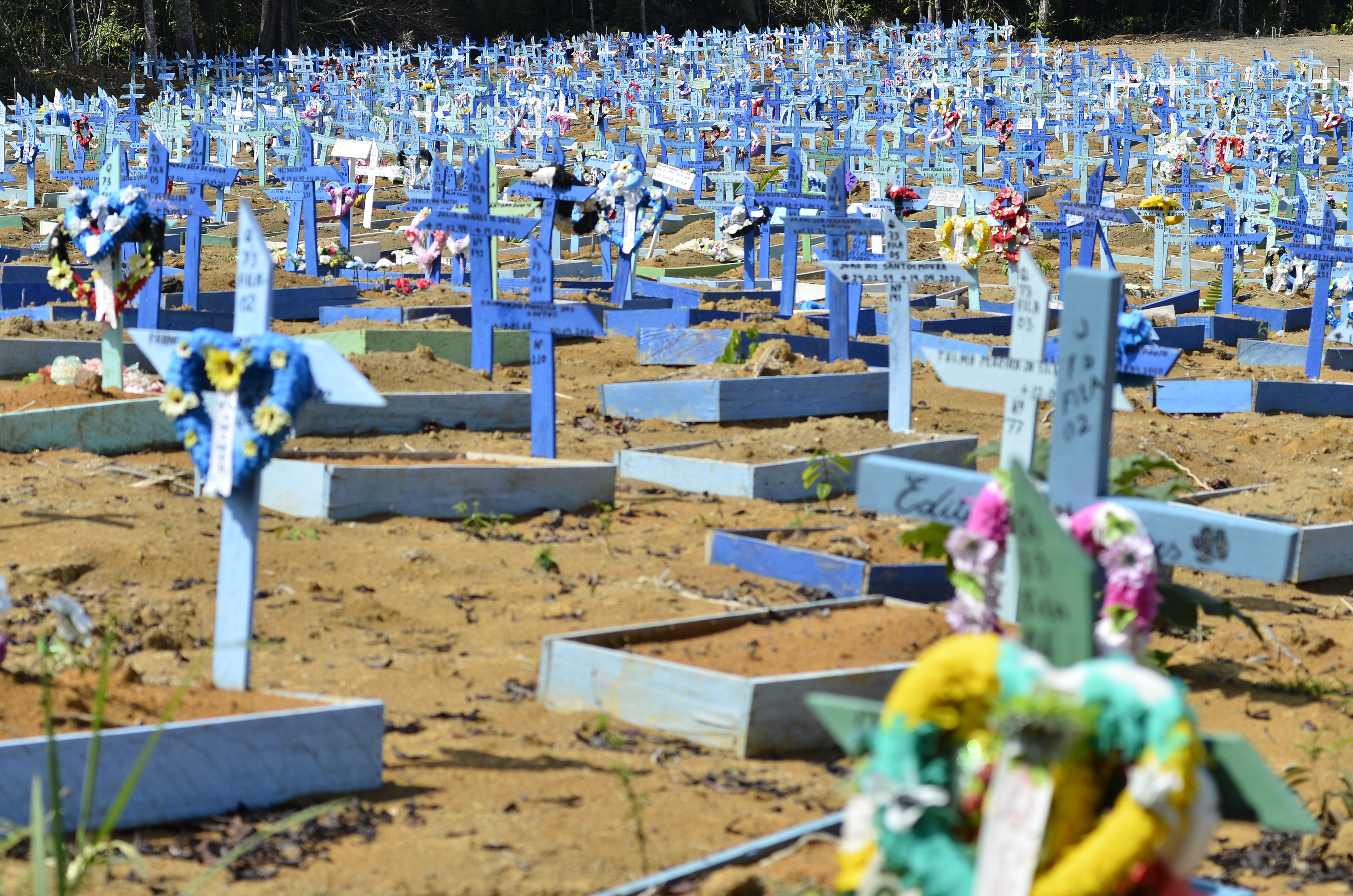 AMAZONAS, BRAZIL - OCTOBER 03: A view of Taruman Park Cemetery used to bury coronavirus (Covid-19) victims is seen as death toll rises due to the pandemic in Manaus, Amazonas, Brazil on October 03, 2020. (Photo by Junio Matos/Anadolu Agency via Getty Images)