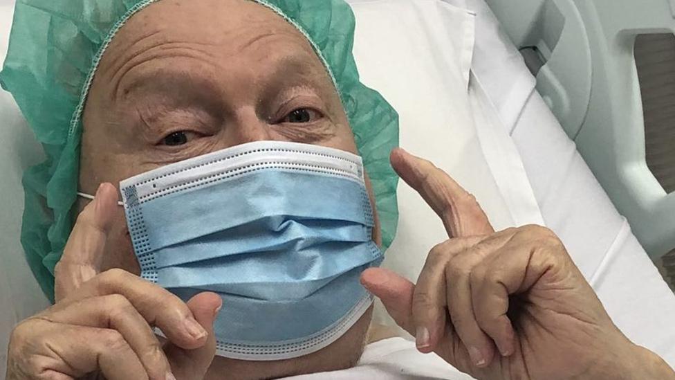 Fears for Aussie icon Bert Newton after hospital photo – Yahoo Lifestyle Australia