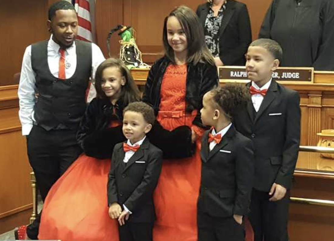 Single foster dad adopts 5 siblings to keep them together: 'I had already experienced it myself'