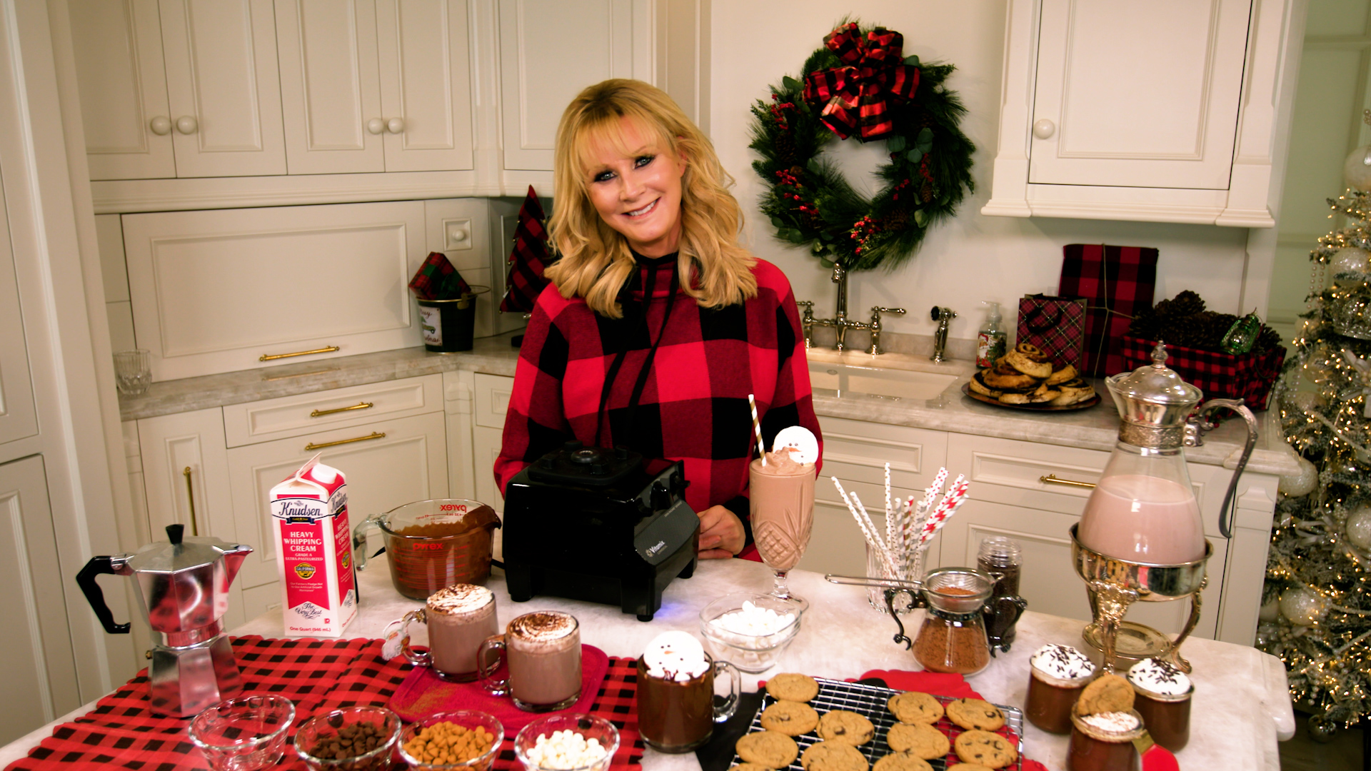 Chef Sandra Lee's secrets to hosting a dazzling holiday dinner