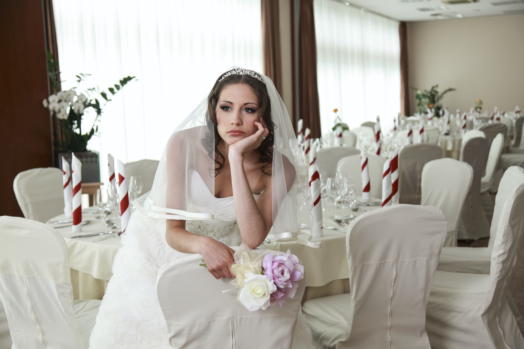 Wedding Caterer Shares Creepy Story About Groom S Inappropriate Behavior During Cake Cutting Ceremony I Booked It Away From Them Instantly
