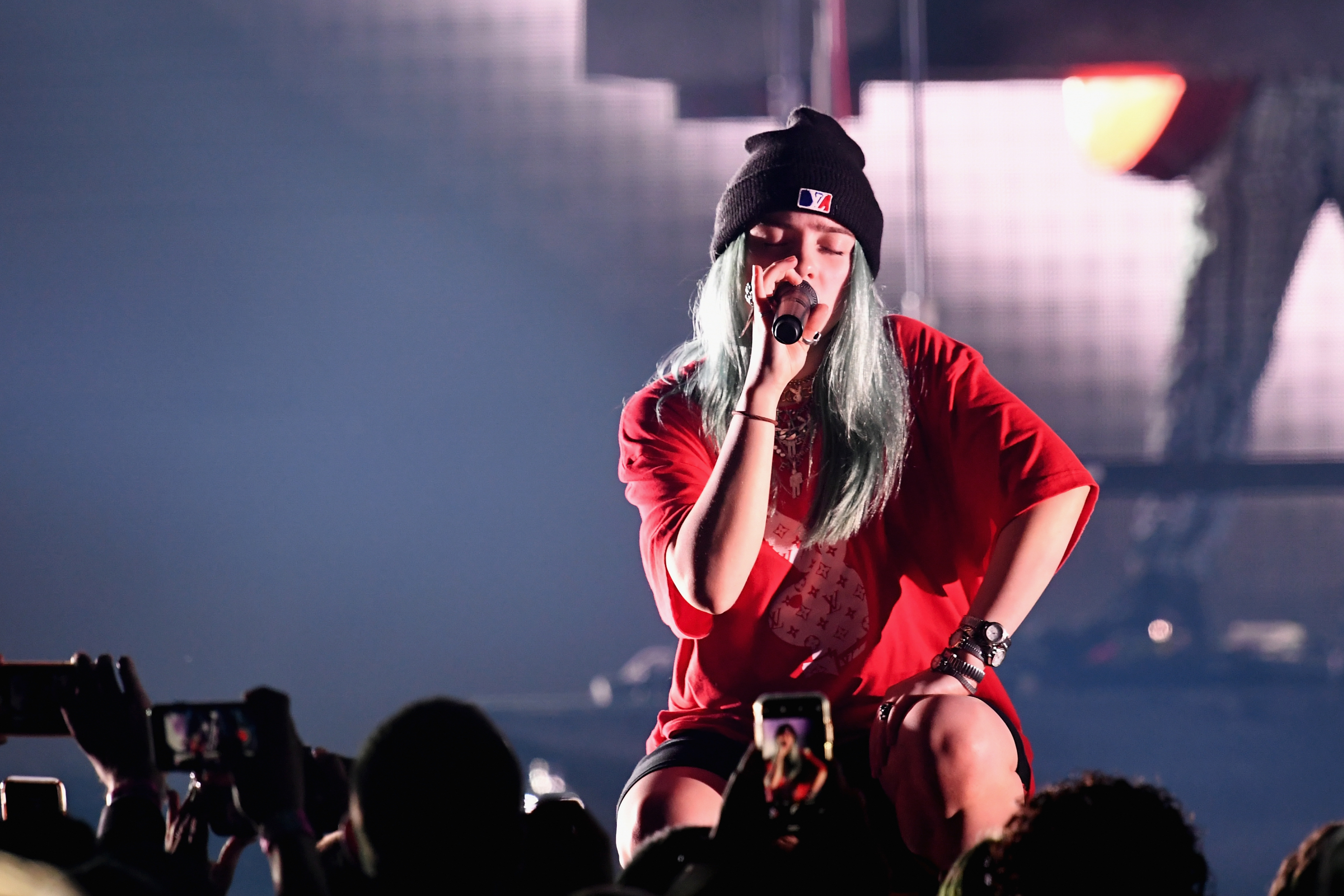 INGLEWOOD, CA - DECEMBER 09:  Billie Eilish performs on stage during KROQ Absolut Almost Acoustic Christmas at The Forum on December 9, 2018 in Inglewood, California.  (Photo by Kevin Winter/Getty Images for KROQ/Entercom)
