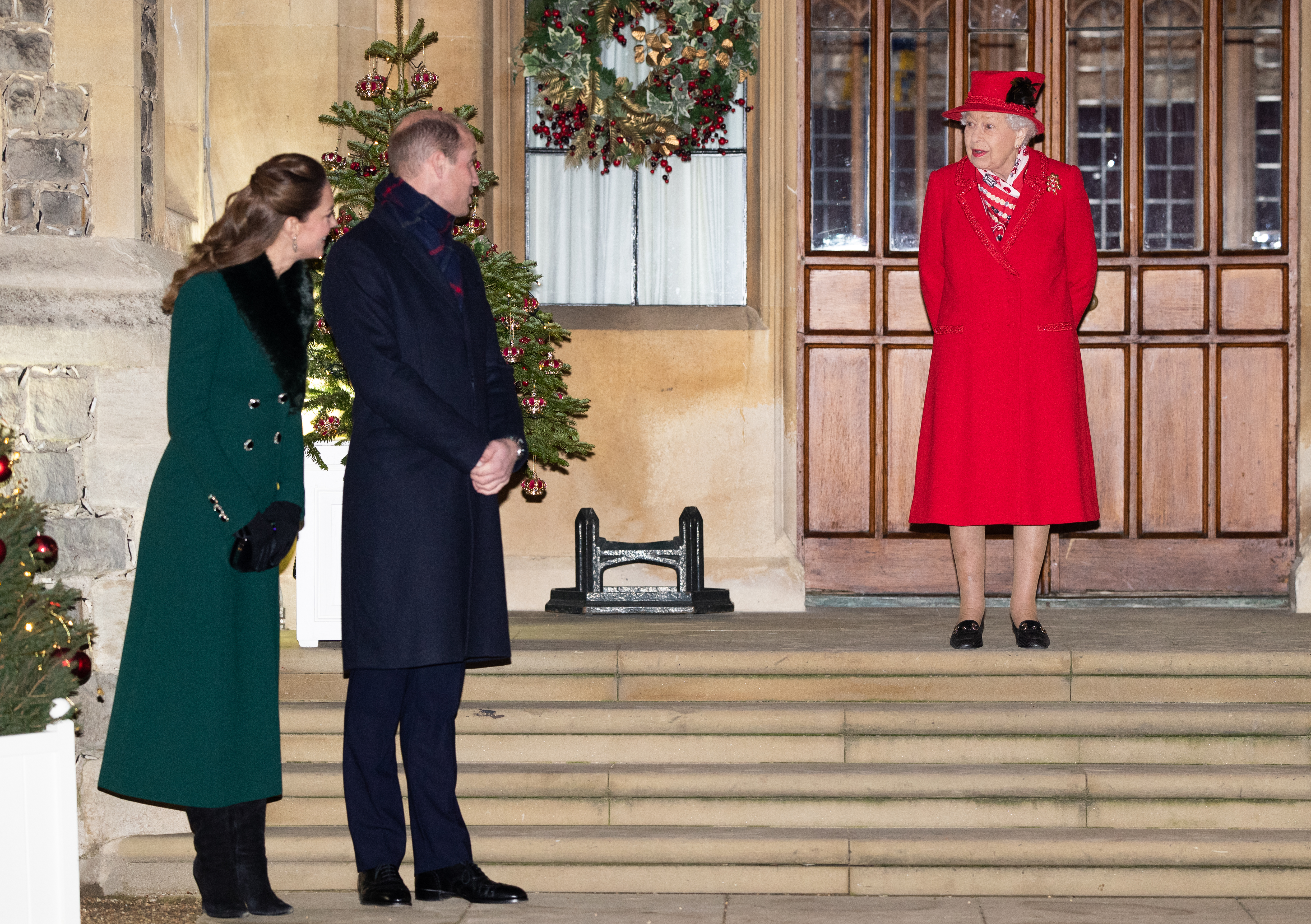WINDSOR, ENGLAND - DECEMBER 08: Catherine, Duchess of Cambridge, Prince William, Duke of Cambridge and Queen Elizabeth II wait to thank local volunteers and key workers for the work they are doing during the coronavirus pandemic and over Christmas in the quadrangle of Windsor Castle on December 8, 2020 in Windsor, England (Photo by Pool/Samir Hussein/WireImage)