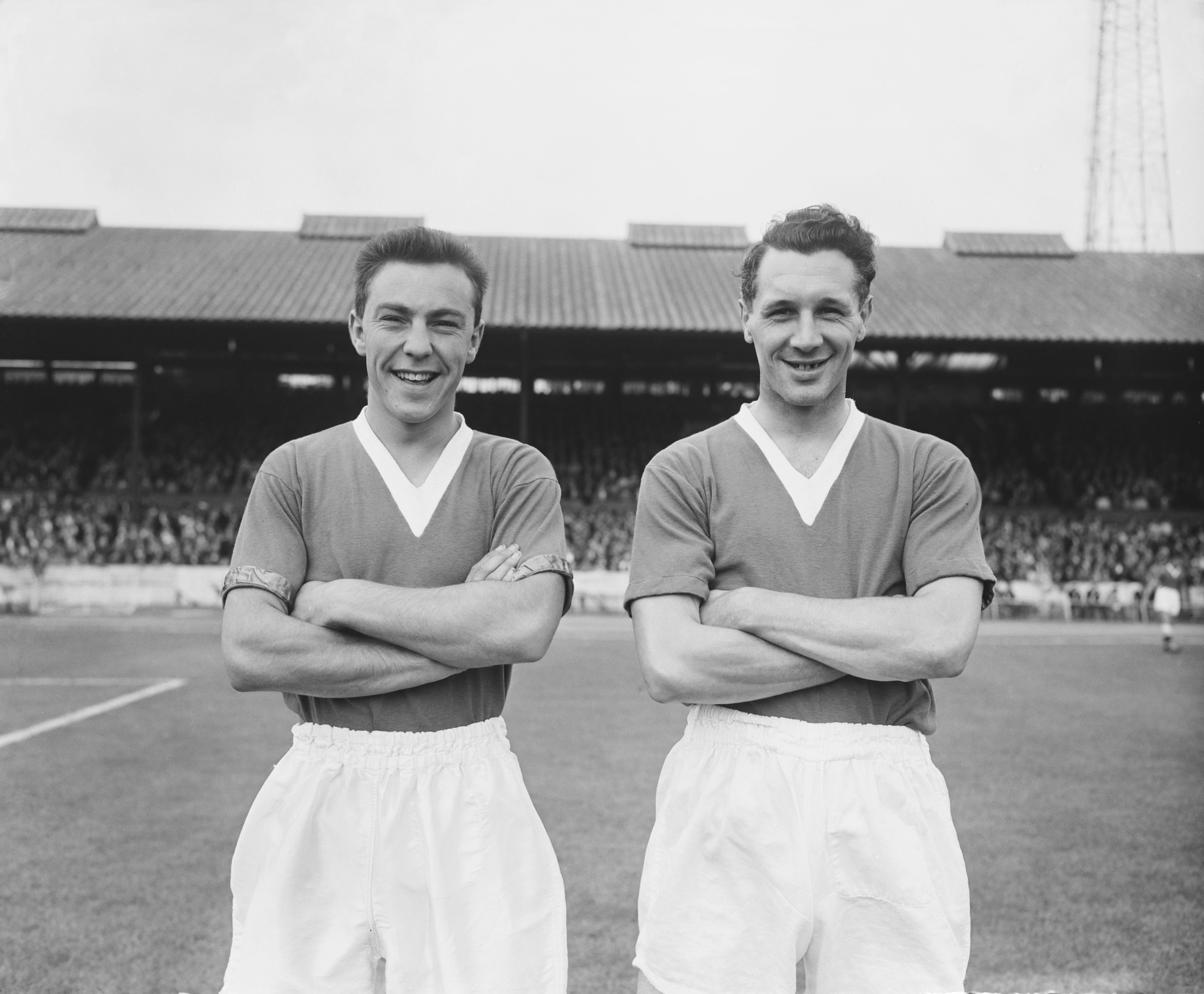 Footballers Jimmy Greaves (left) and Jim Lewis of Chelsea FC, 1957. (Photo by Central Press/Hulton Archive/Getty Images)