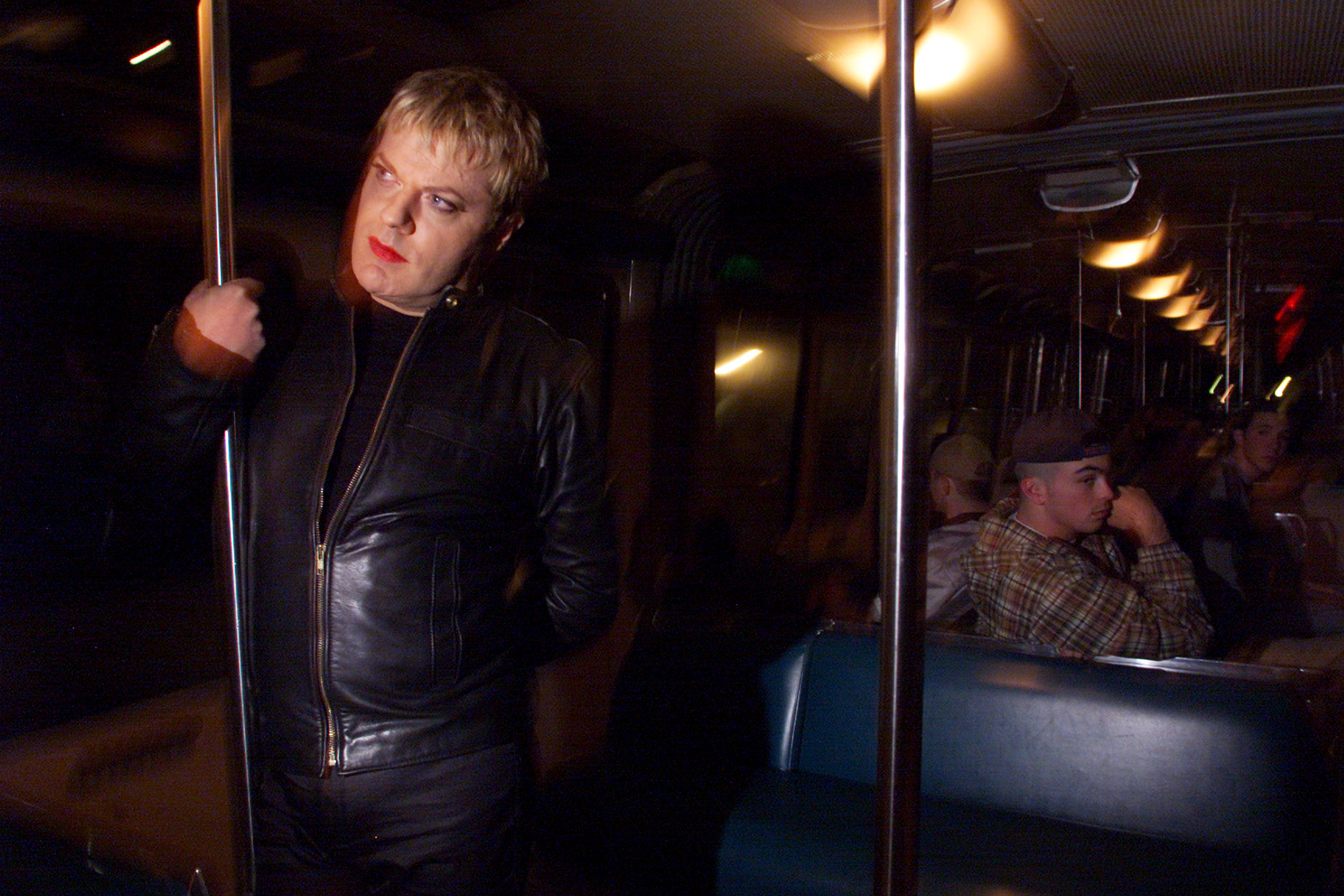009378.CA.0601.brown2.GF–British comic Eddie Izzard stands apart from the crowd while riding the monorail in downtown Seattle late after his show. Heis touring the country with his one–man show, Circle. He performed Thursday night in Seattle.  (Photo by Gina Ferazzi/Los Angeles Times via Getty Images)