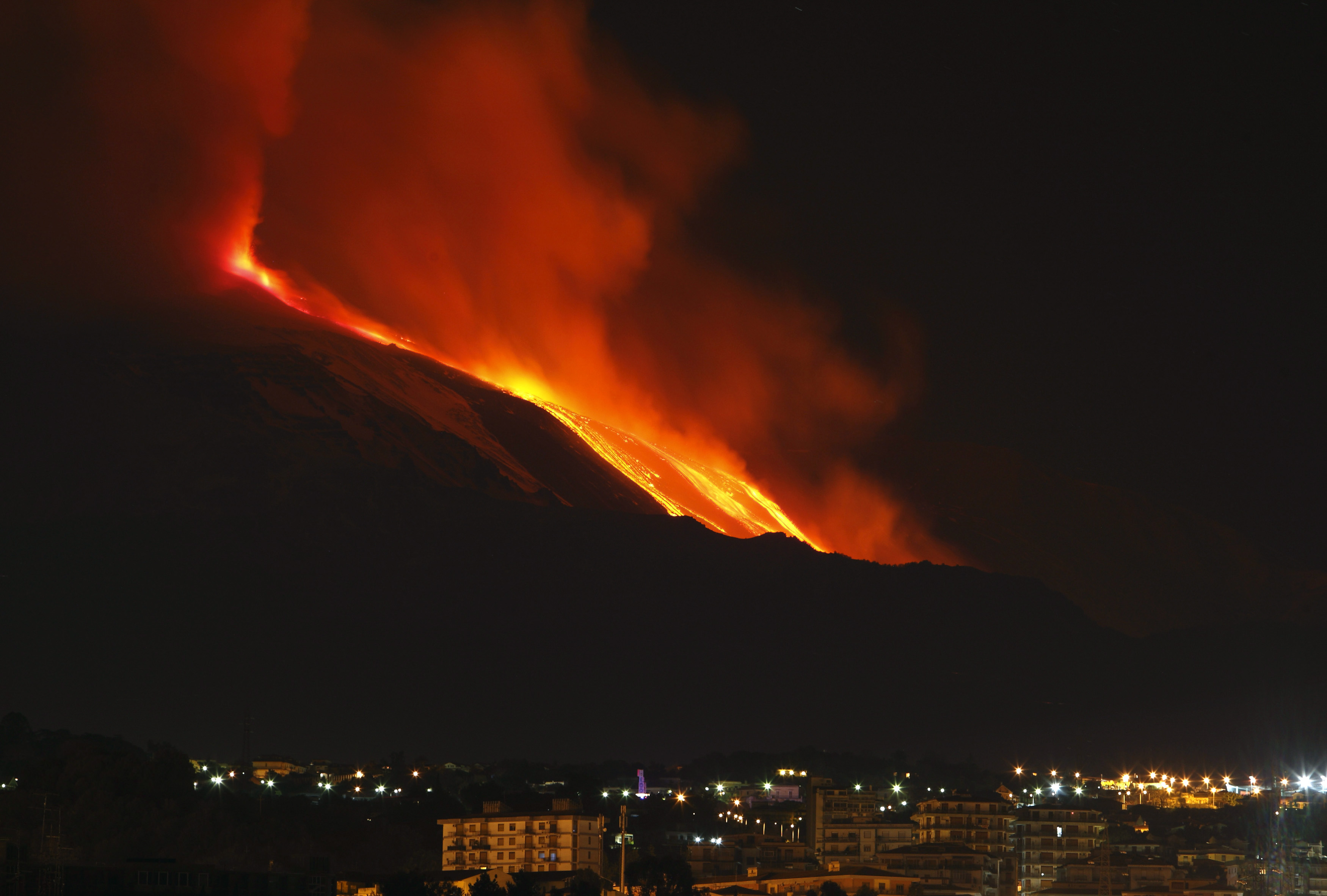 Mount Etna spews lava on the southern Italian island of Sicily January 13, 2011. Mount Etna is Europe's tallest and most active volcano.  REUTERS/Antonio Parrinello (ITALY - Tags: ENVIRONMENT SOCIETY IMAGES OF THE DAY)