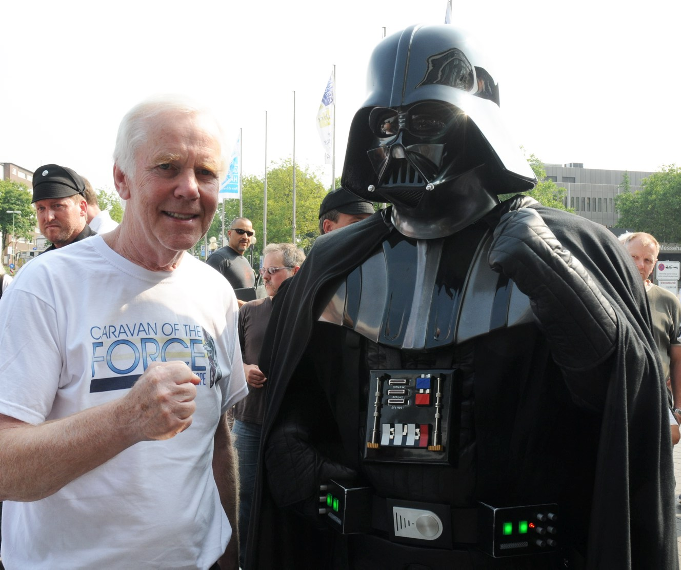 Star Wars fans pose with the British actor Jeremy Bulloch (L) alias 'Boba Fett' during the Star-Wars fan meeting in Essen, Germany, 24 July 2013. Photo: Stephan Witte | usage worldwide   (Photo by KDF-Televion & Picture Germany/picture alliance via Getty Images)