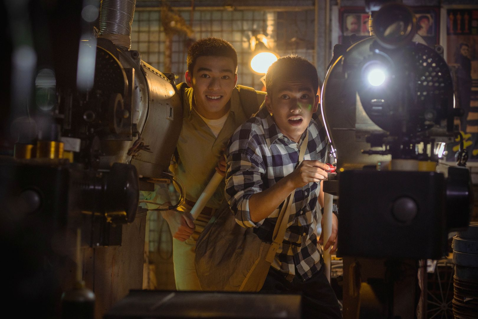 《刻在你心底的名字》新生代演員陳昊森(左)與曾敬驊(右)片中飾演高中生,共譜史詩青春般的愛情故事_氧氣電影提供