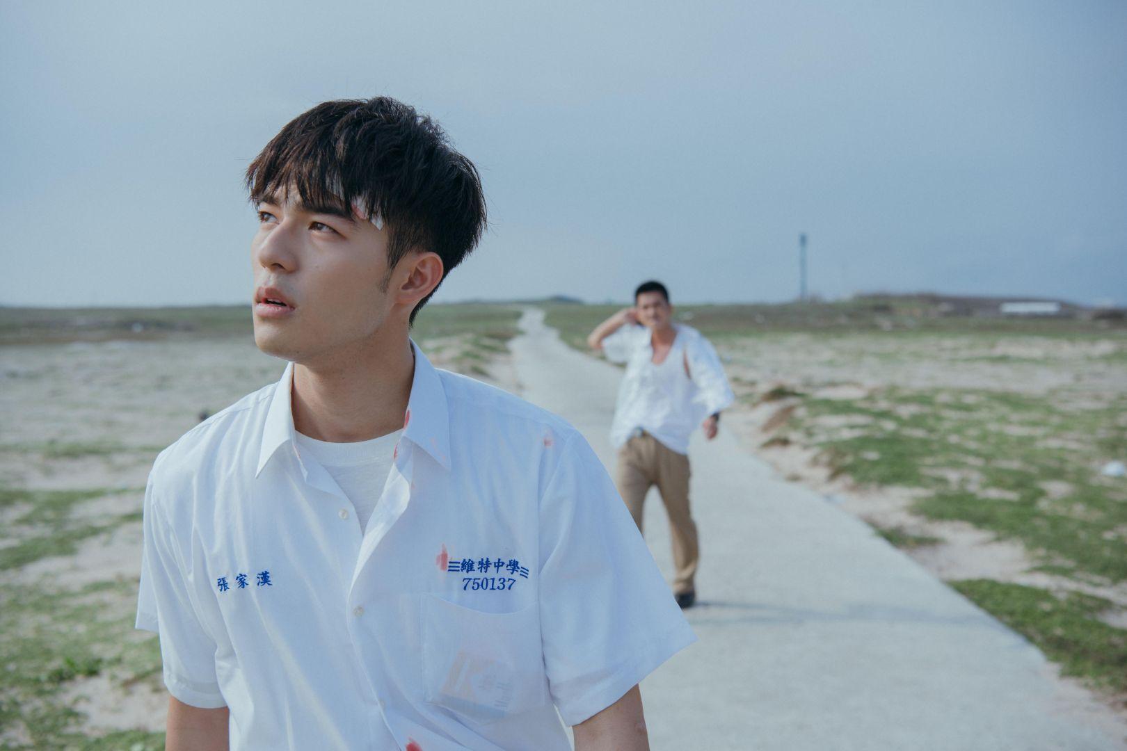《刻在你心底的名字》陳昊森(左)開拍前刻意瘦身13公斤_氧氣電影提供