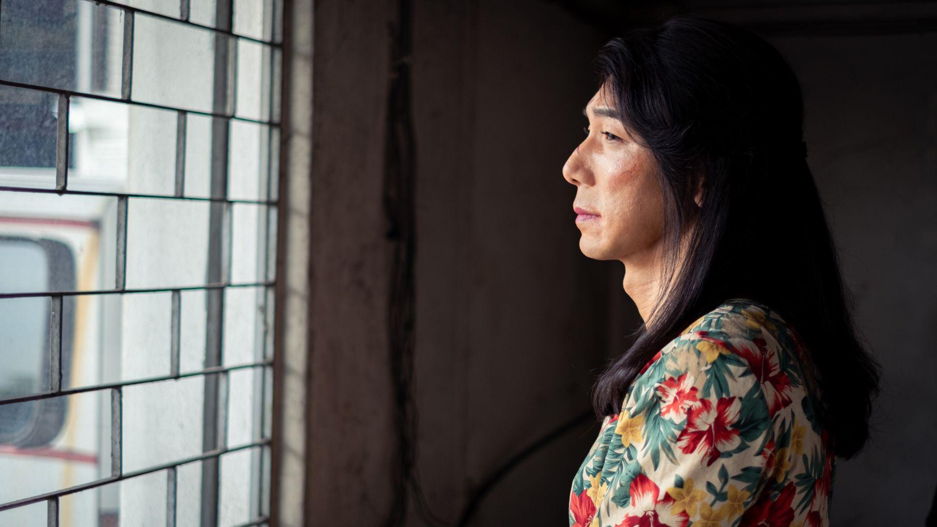 李李仁在化妆师、造型师的巧手下,化身性格妩媚的「安狄」