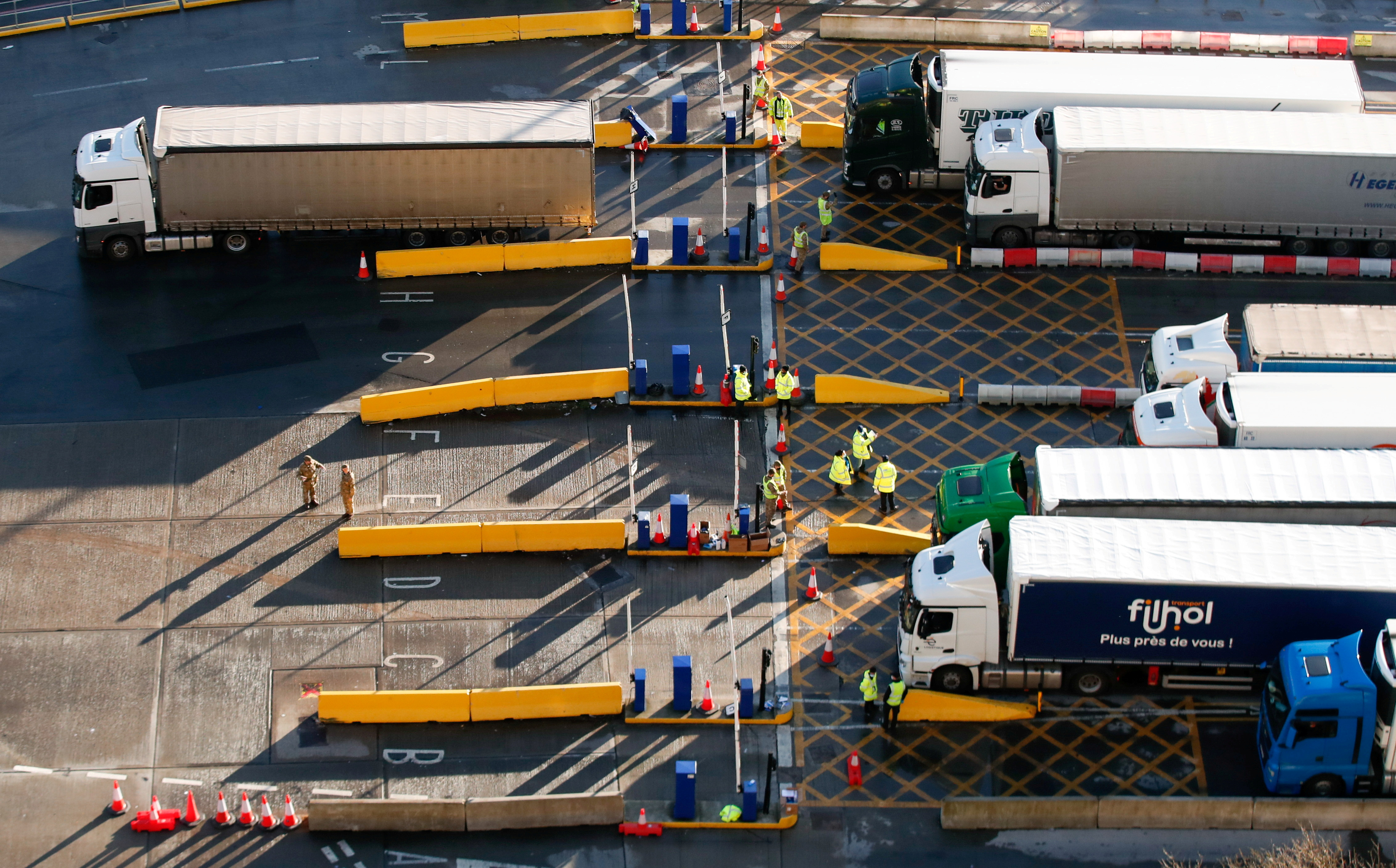 Lorries queue at the Port of Dover following the coronavirus disease (COVID-19) outbreak, in Dover, Britain, December 27, 2020. REUTERS/Peter Cziborra     TPX IMAGES OF THE DAY