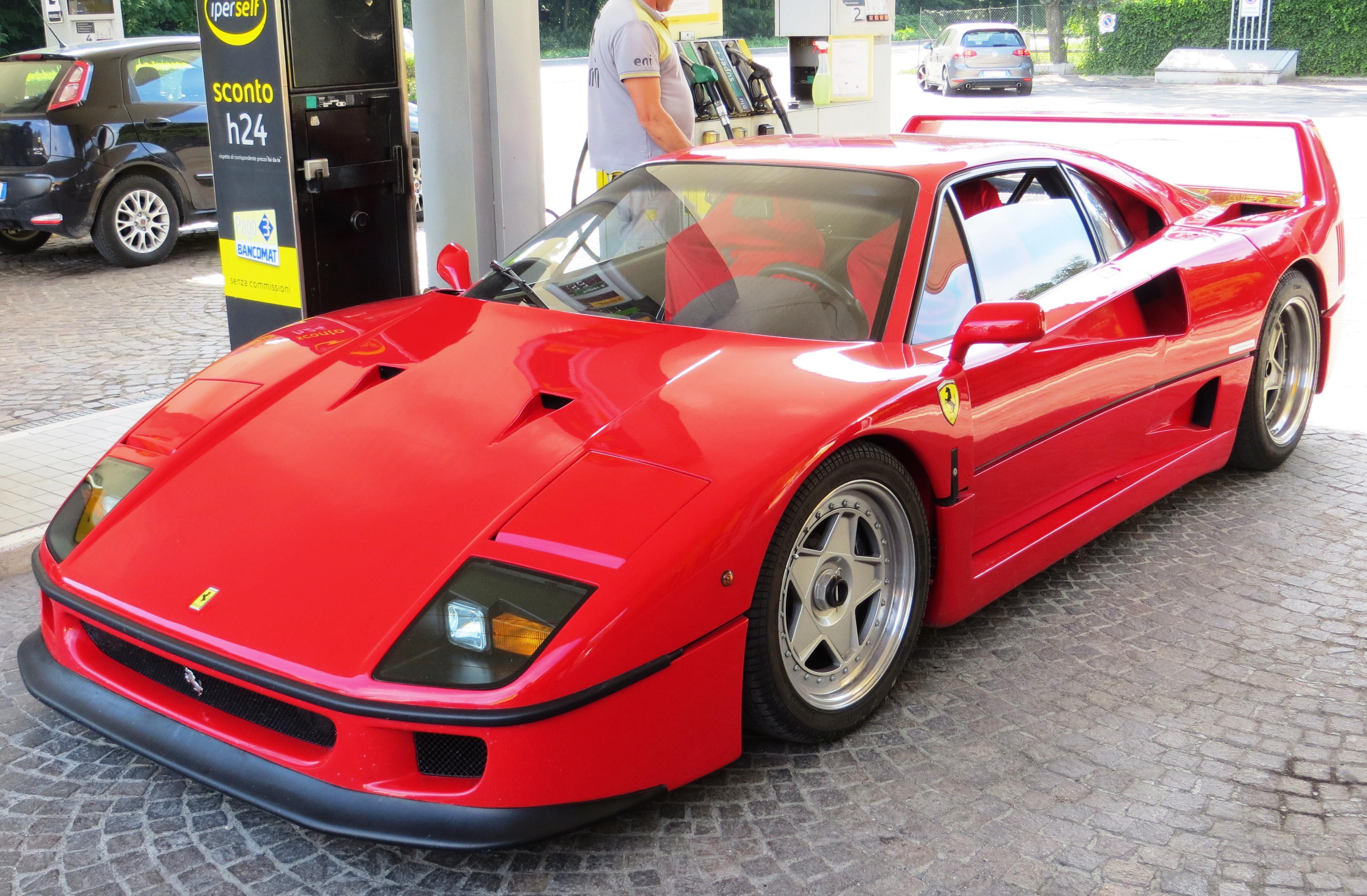 可以說是眾家超跑道路版的始祖:Ferrari F40