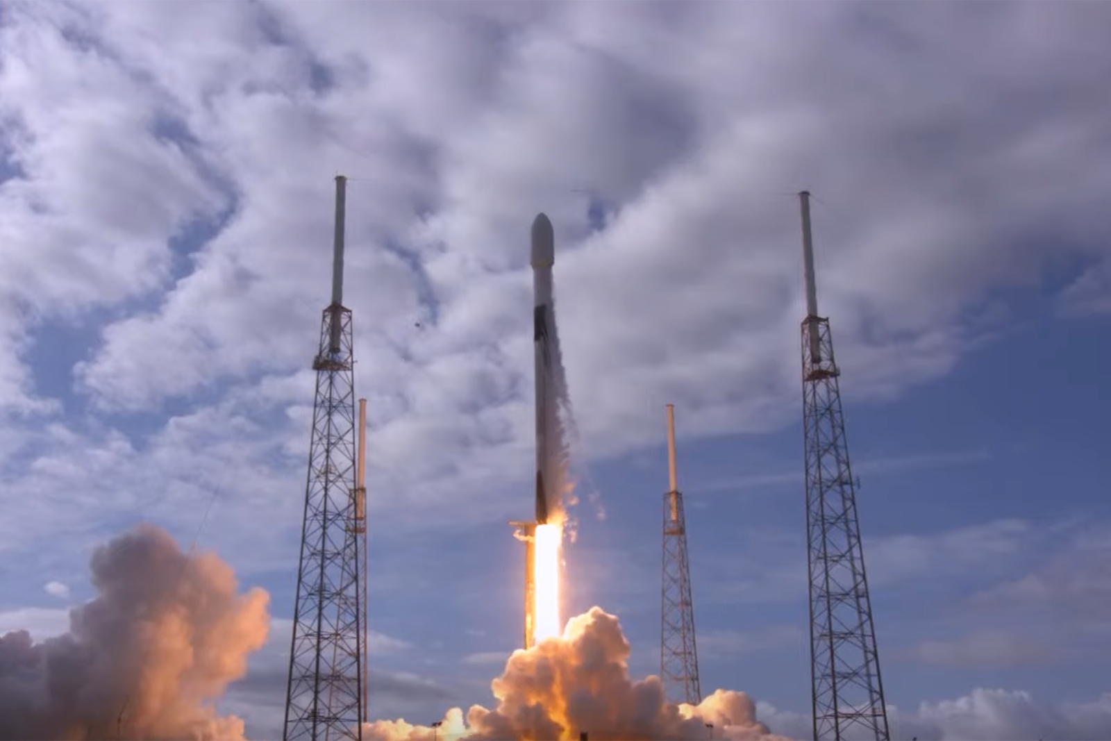 SpaceX launches a record 143 satellites into orbit – Yahoo News Australia