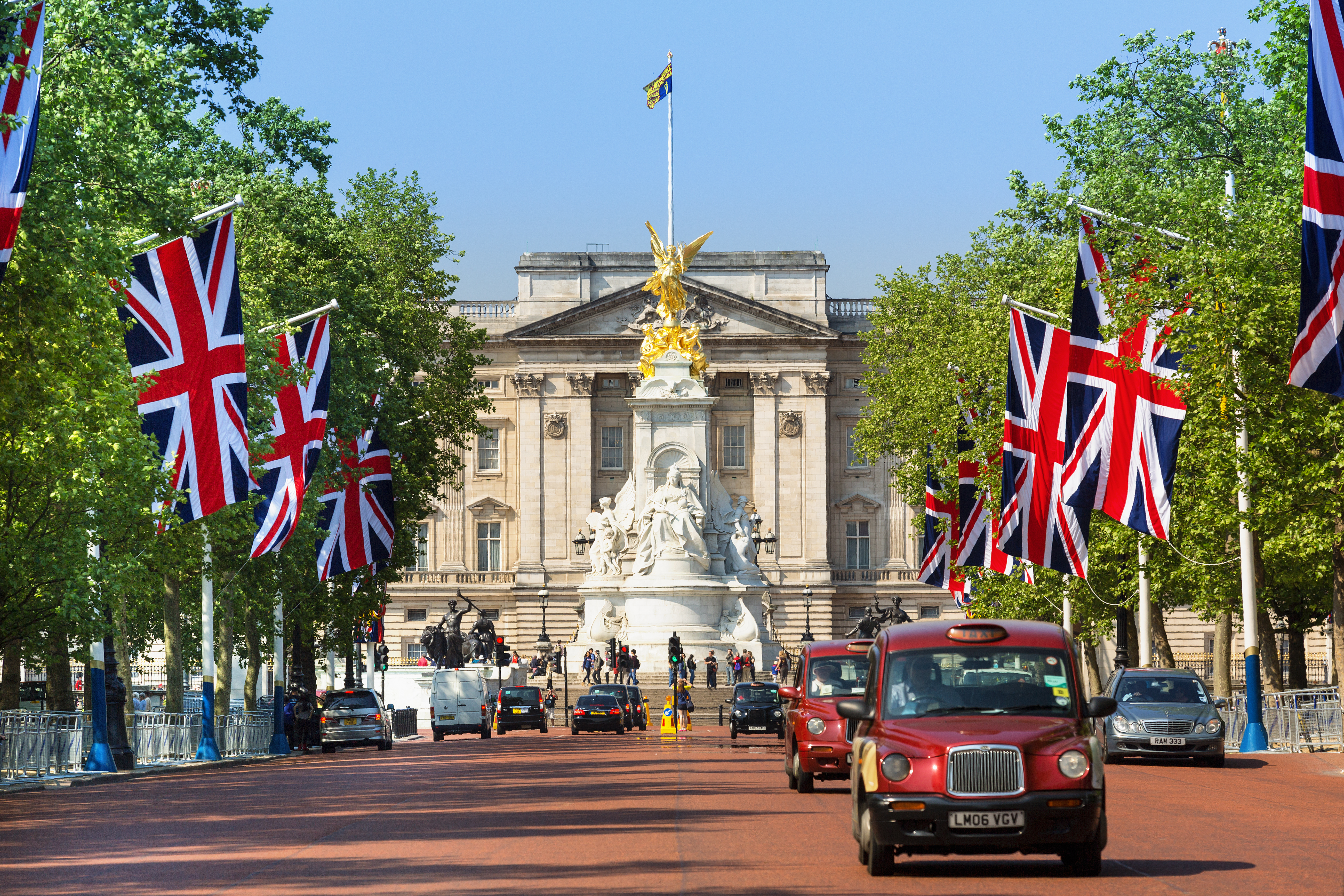 London - England - August 20, 2016: Traffic in London with Buckingham Palace in background