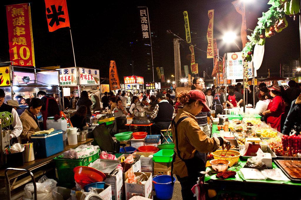 大東夜市(Photo Credit: LH Wong@Flickr, License: CC BY-SA 2.0,圖片來源:https://www.flickr.com/photos/36167460@N00/3153093911)