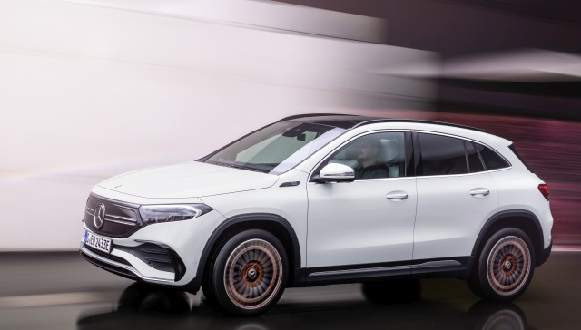 Mercedes-EQ, EQA 250, Edition 1, driving record, digital white.  EQA 250 (combined electricity consumption: 15.7 kWh / 100 km; combined CO2 emissions: 0 g / km) // Mercedes-EQ, EQA 250, edition 1, driving, digital white.  EQA 250 (combined electricity consumption: 15.7 kWh / 100 km, combined CO2 emissions: 0 g / km)