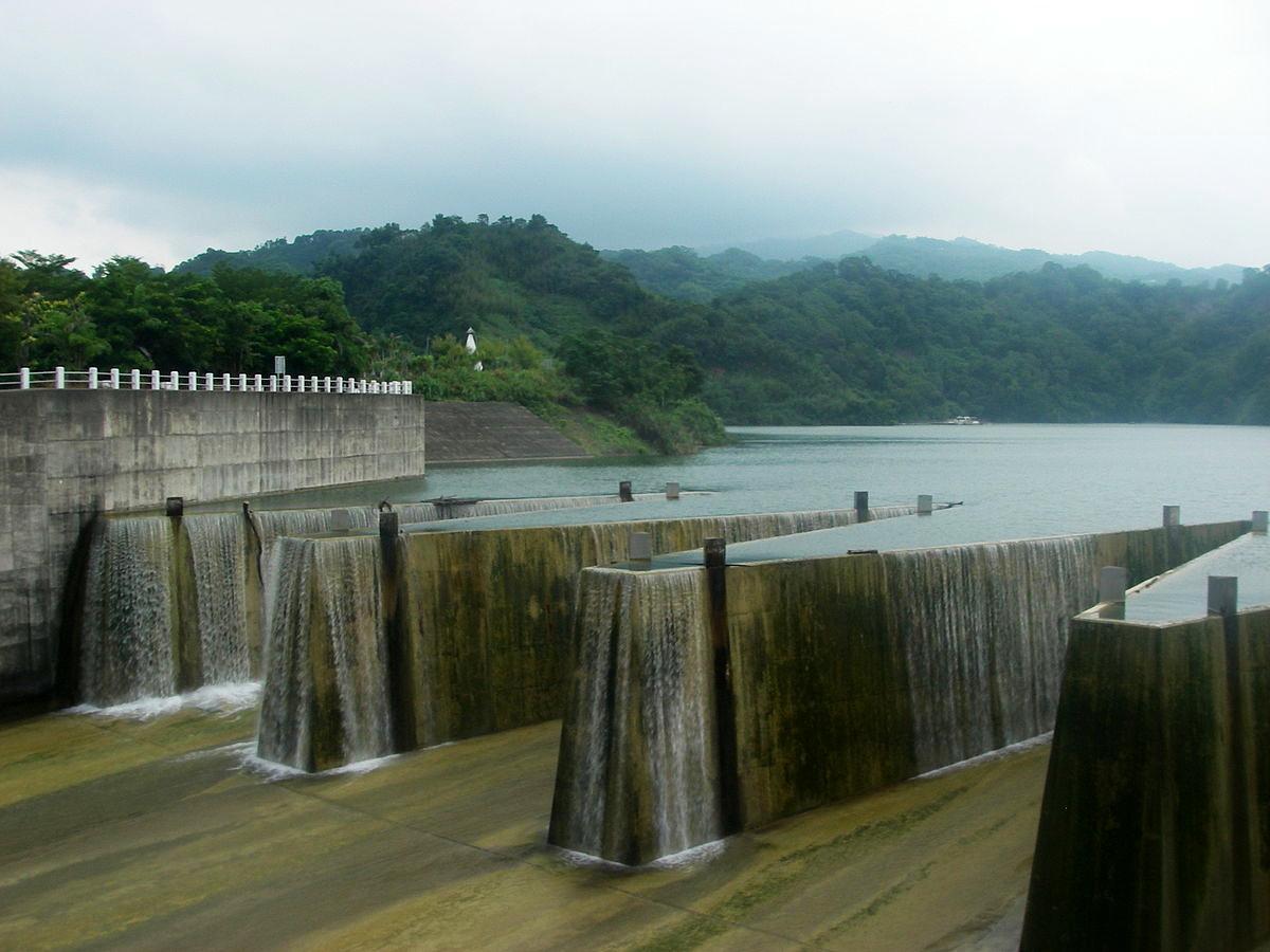 鯉魚潭水庫(Photo via Wikimedia, by Ckbubutp, License: CC BY-SA 3.0,圖片來源:https://commons.wikimedia.org/w/index.php?curid=27673421)