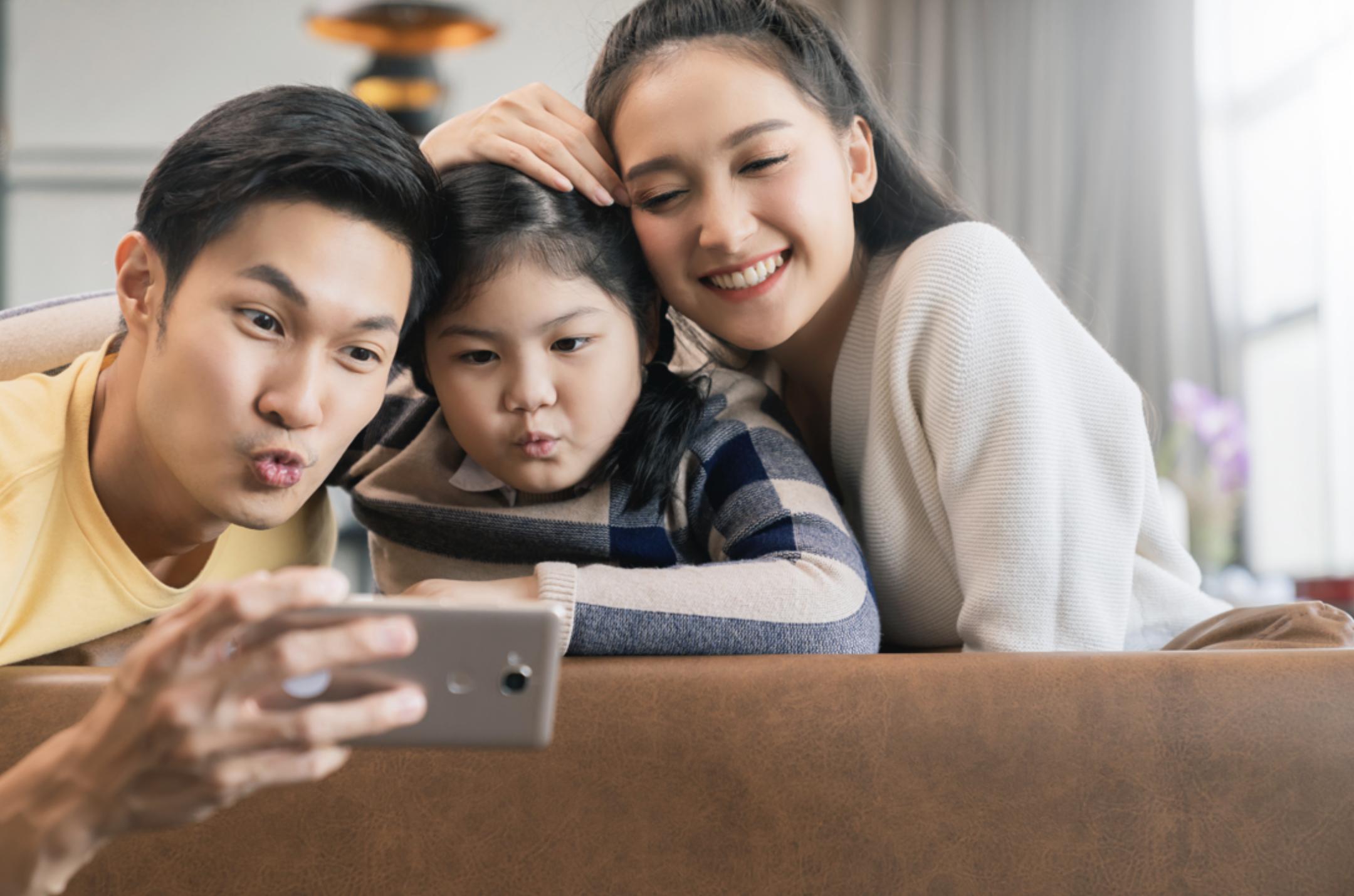 家有「S世代」的家長,面對小孩不可避免的3C 使用需求,專家建議應建立正確的家庭3C使用原則,才能一起享受科技帶來的便利與樂趣。