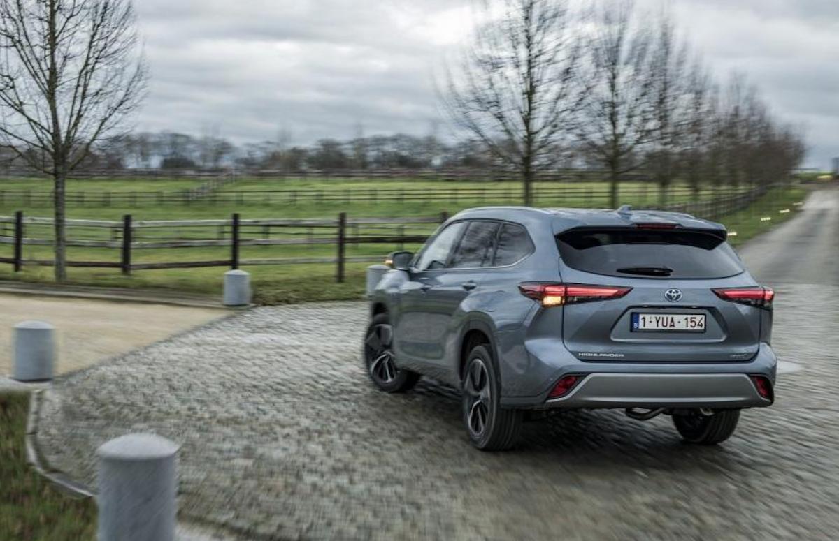 新一代 Toyota Highlander 擁有更高質感內裝,且支援 7 人座設定,與 RAV4 做出產品差異。