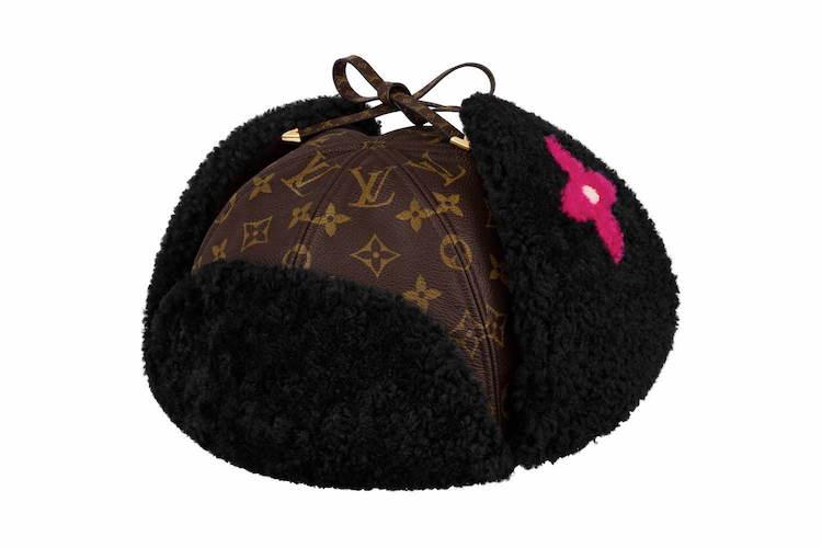 這款以飛行帽外型作為設計的帽子,不只很有造型,同時還多了暖耳朵的設計,不只很時髦,還能陪妳走過低溫的氣候。