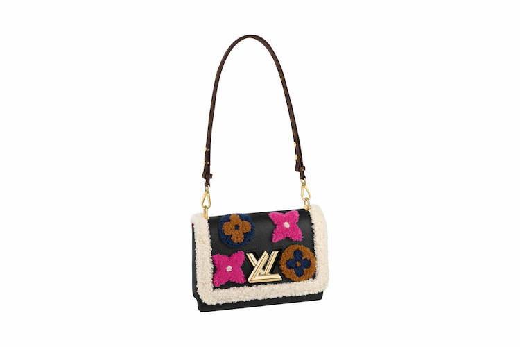 這次Louis Vuitton 在 Twist 包款上加上絨毛元素,並完整呈現品牌 Monogram 花樣,大膽的用色讓這款包充滿童趣可愛的氣息。
