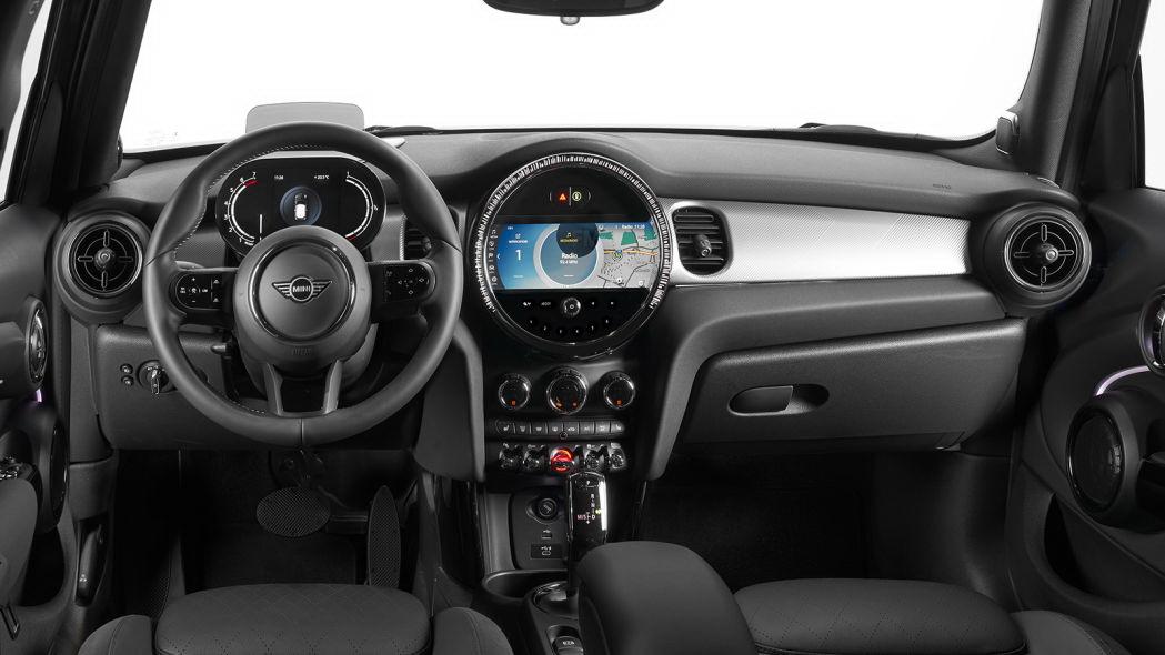 圖/無線Apple CarPlay、衛星廣播等全都支援,美中不足的是依舊無法使用Android Auto功能。