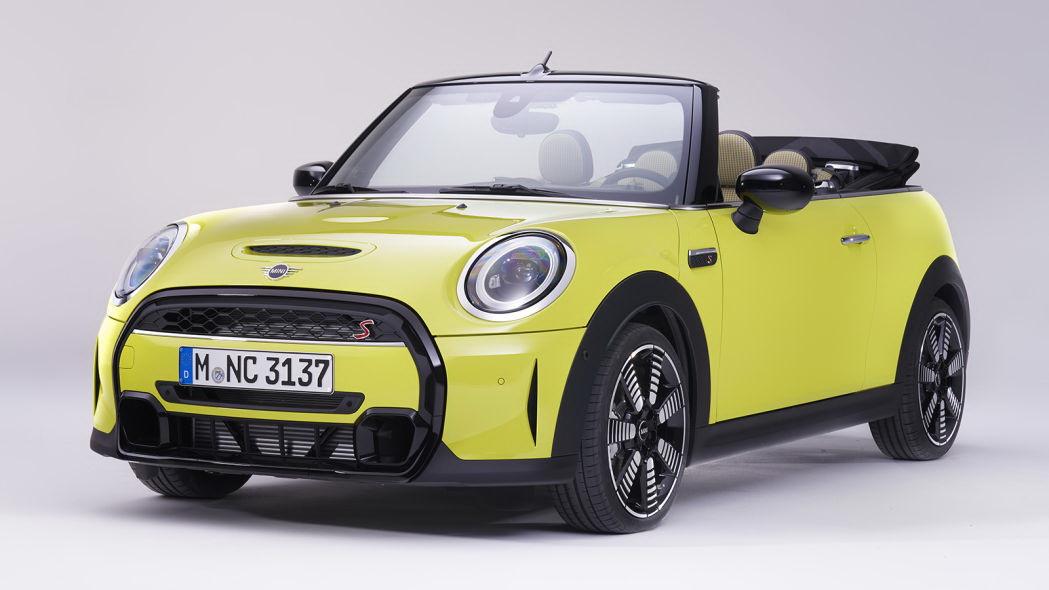 圖/2022 Mini Cooper所有車款車頭皆配備超大的水箱罩格柵,採黑色鋼琴烤漆處理更顯質感。