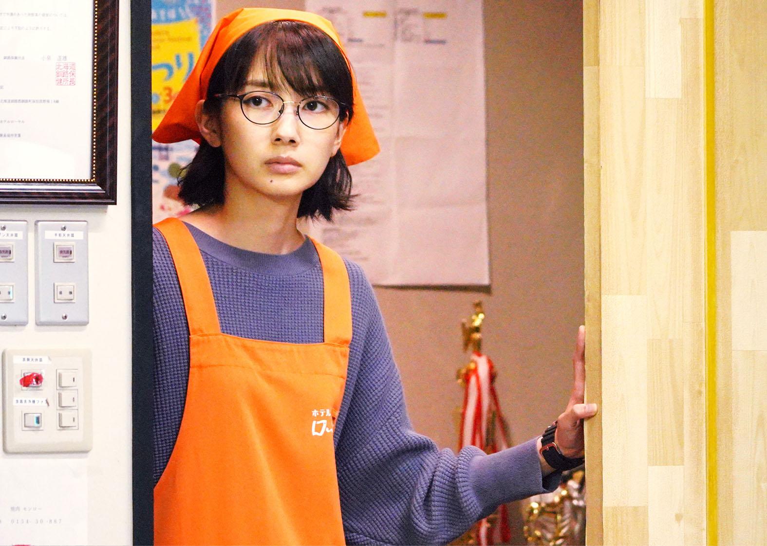 《皇家賓館》家喻戶曉的女星波瑠飾演主角雅代,而這個角色同時也是原著作者櫻木紫乃的化身