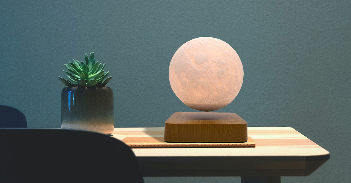 This levitating lamp is the ideal gift for space enthusiasts