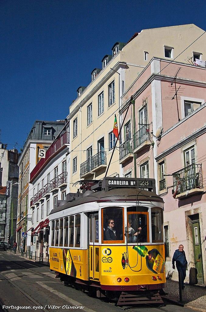 里斯本電車 (Photo by Vitor Oliveira from Torres Vedras, PORTUGAL, License: CC BY-SA 2.0, Wikimedia Commons提供, 圖片來源www.flickr.com/photos/vitor107/45823686395)