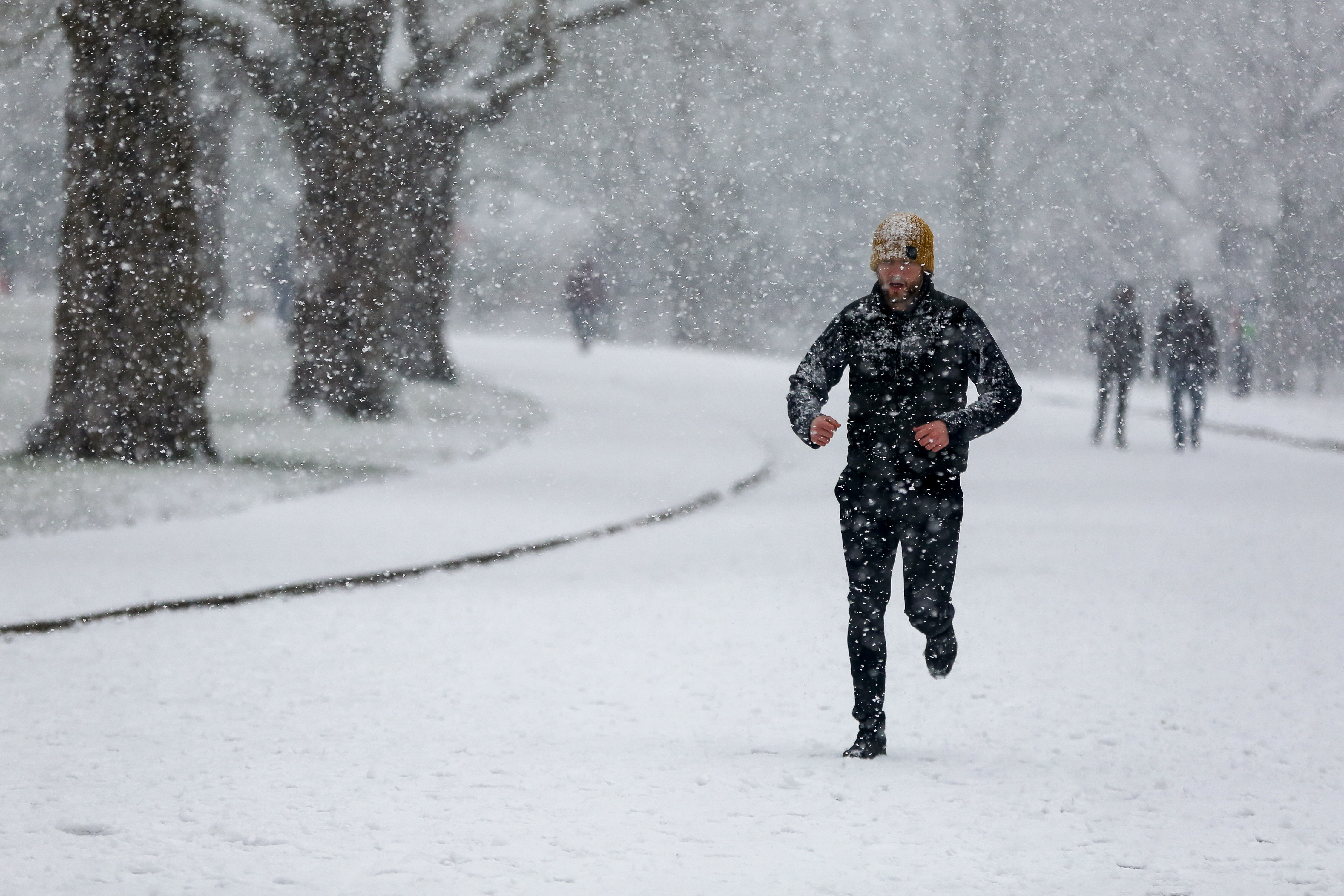 A jogger braves the snow in Finsbury Park, north London as large parts of the UK are expected to be blanketed in snow and freezing conditions. According to the Met Office, the cold weather could bring up to 10cm of snow to some parts of the country and an amber weather warning for snow and ice is in place across much of the UK. (Photo by Dinendra Haria / SOPA Images/Sipa USA)