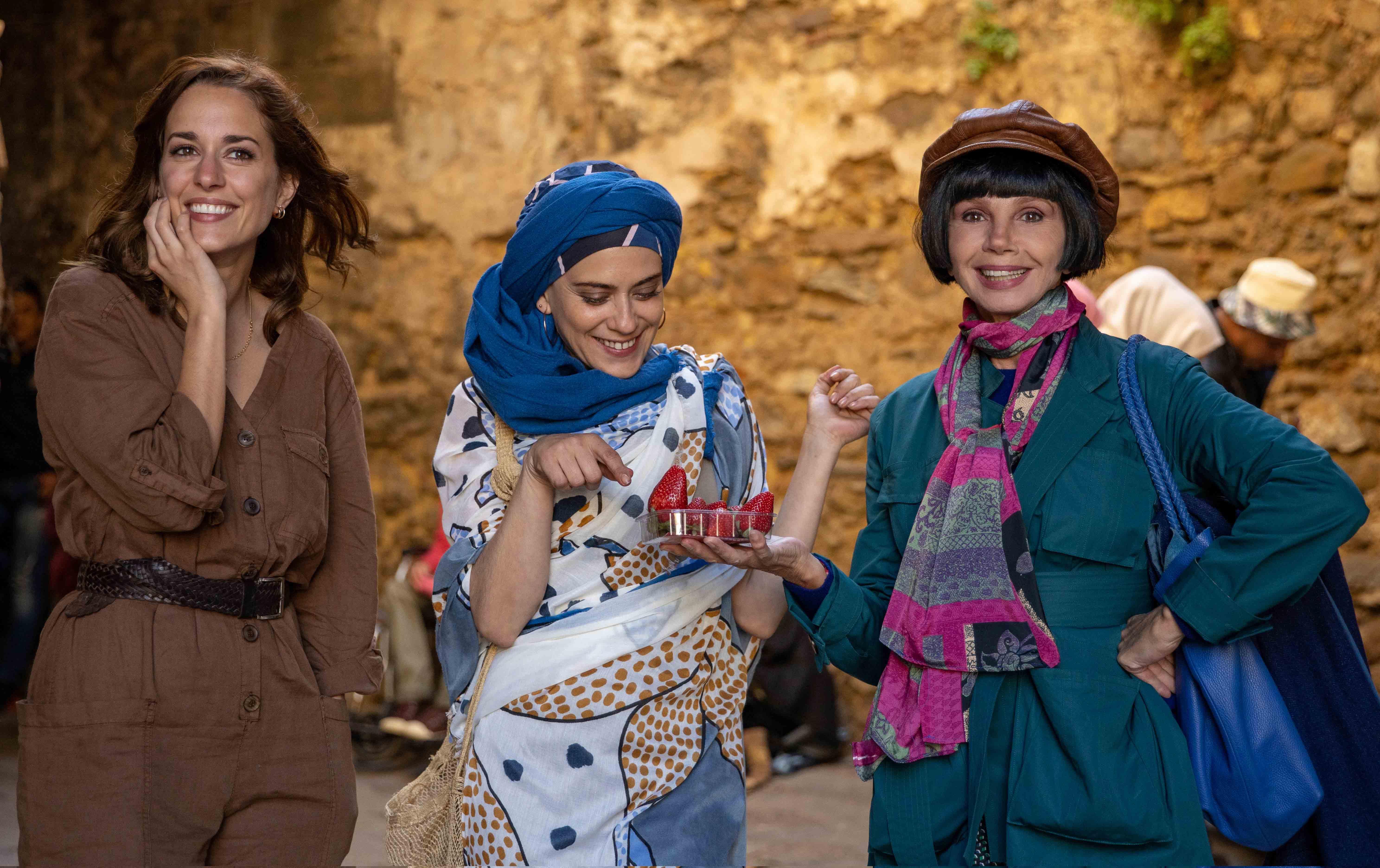 希維亞(左1)也表示:「希望透過我所演出的瑪爾這個角色,讓更多在情感上經歷挫折的女性得到力量,在友情的支持下重獲新生!」