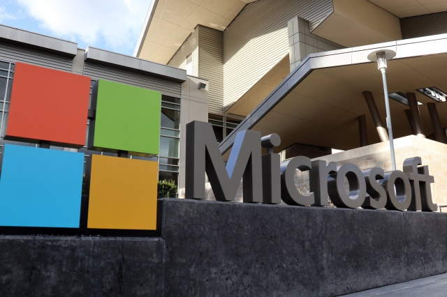 REDMOND, UNITED STATES - 2021/01/25: Microsoft logo seen at their building in Redmond. Microsoft will publish fiscal year 2021 second-quarter financial results on January 26. (Photo by Toby Scott/SOPA Images/LightRocket via Getty Images)