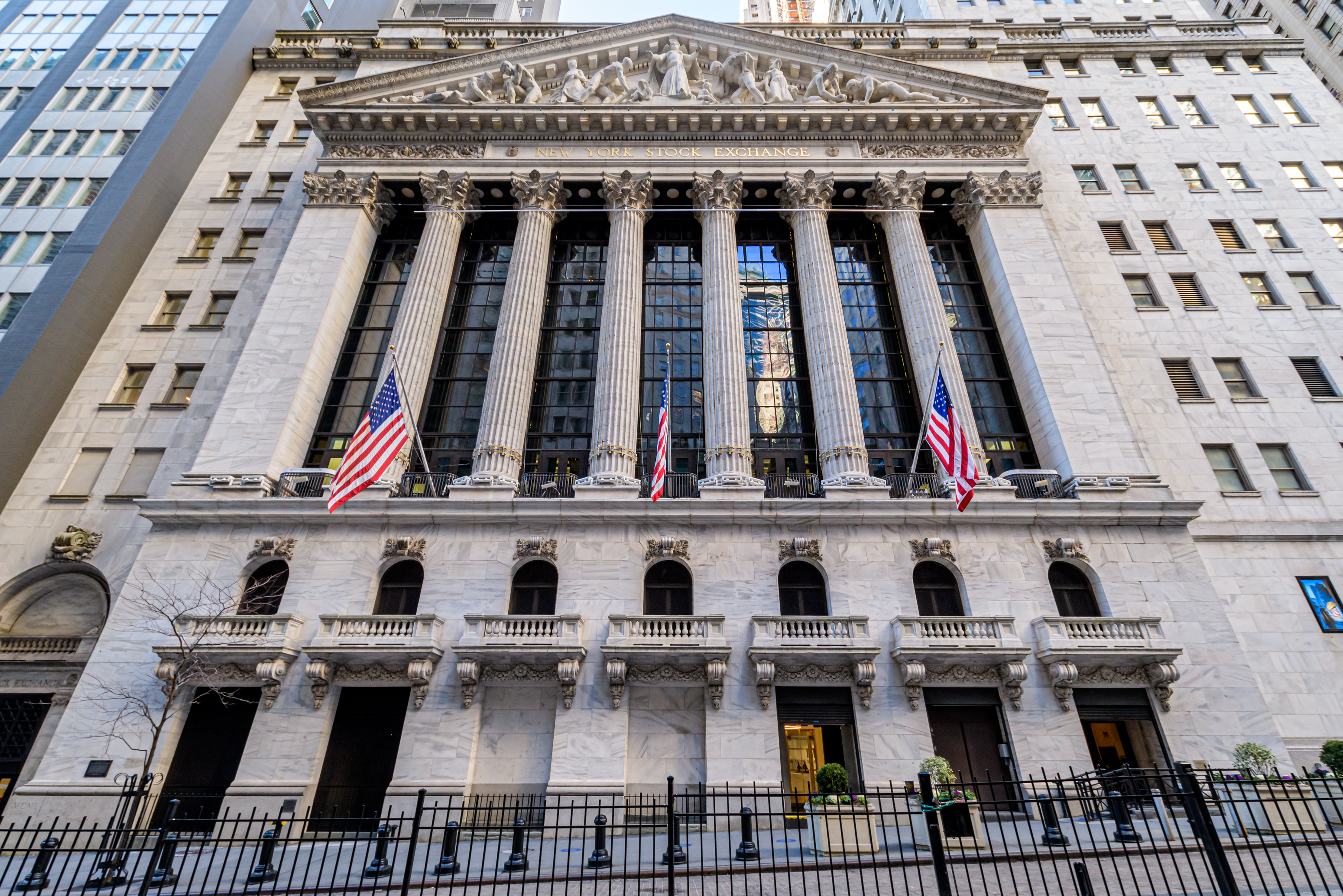 MANHATTAN, NEW YORK, UNITED STATES - 2021/01/28: Front view of The New York Stock Exchange in Wall Street. (Photo by Erik McGregor/LightRocket via Getty Images)