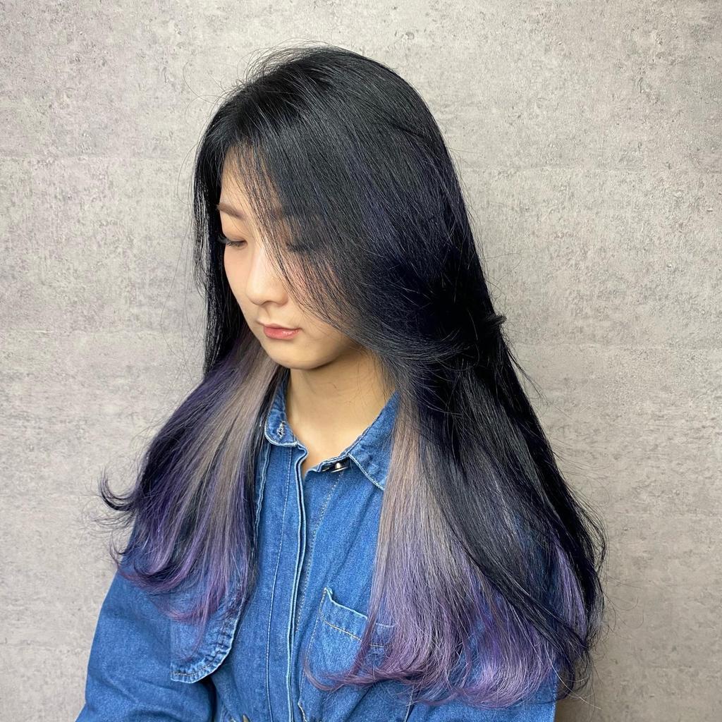 個性深髮的內部藏點紫色與奶棕色漸層