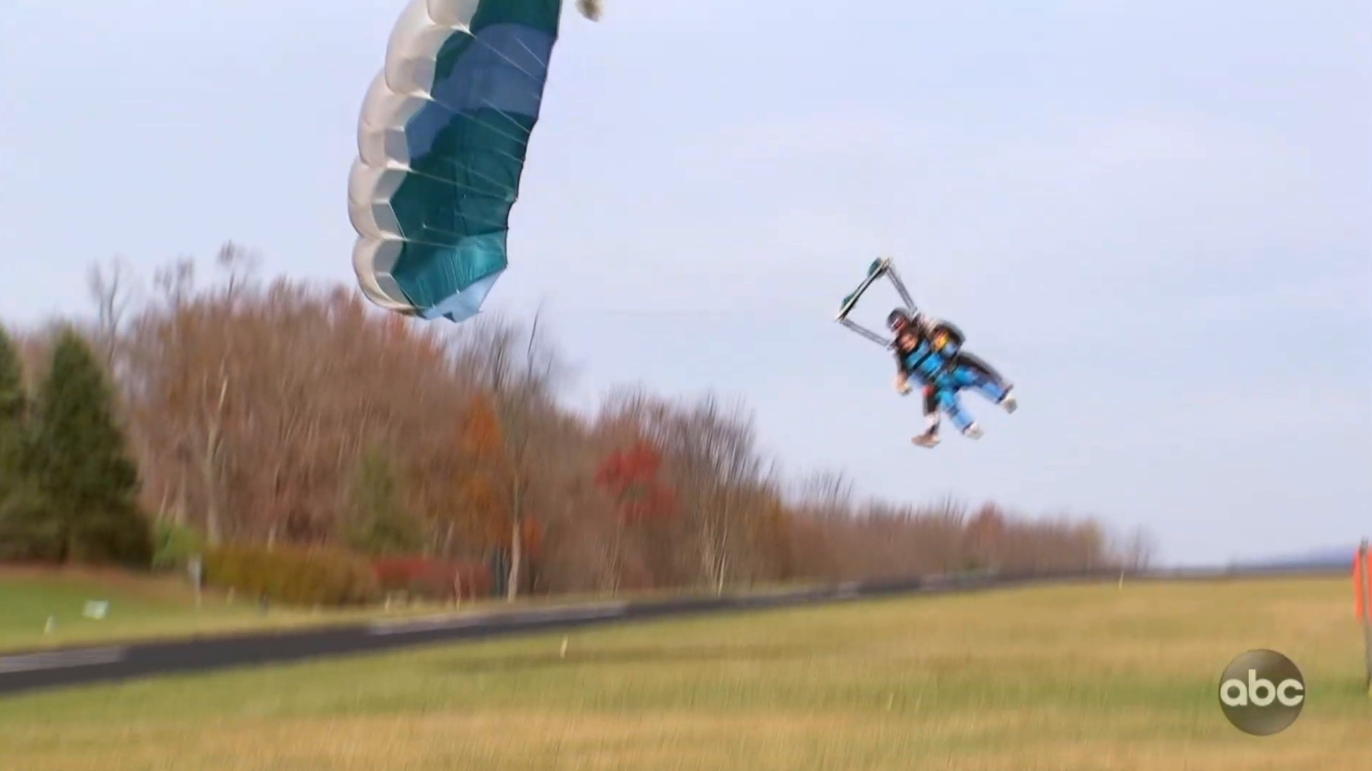 Controversial 'Bachelor' contestant suffers horrifying skydiving accident